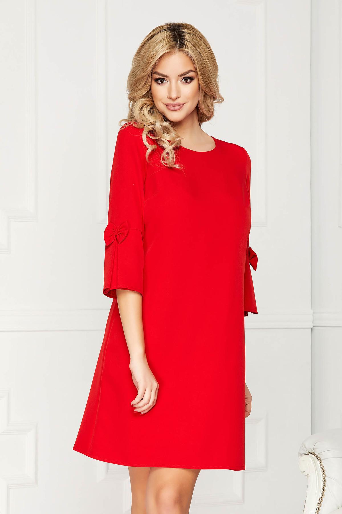 Rochie rosie eleganta midi din stofa cu un croi drept cu maneci trei-sferturi