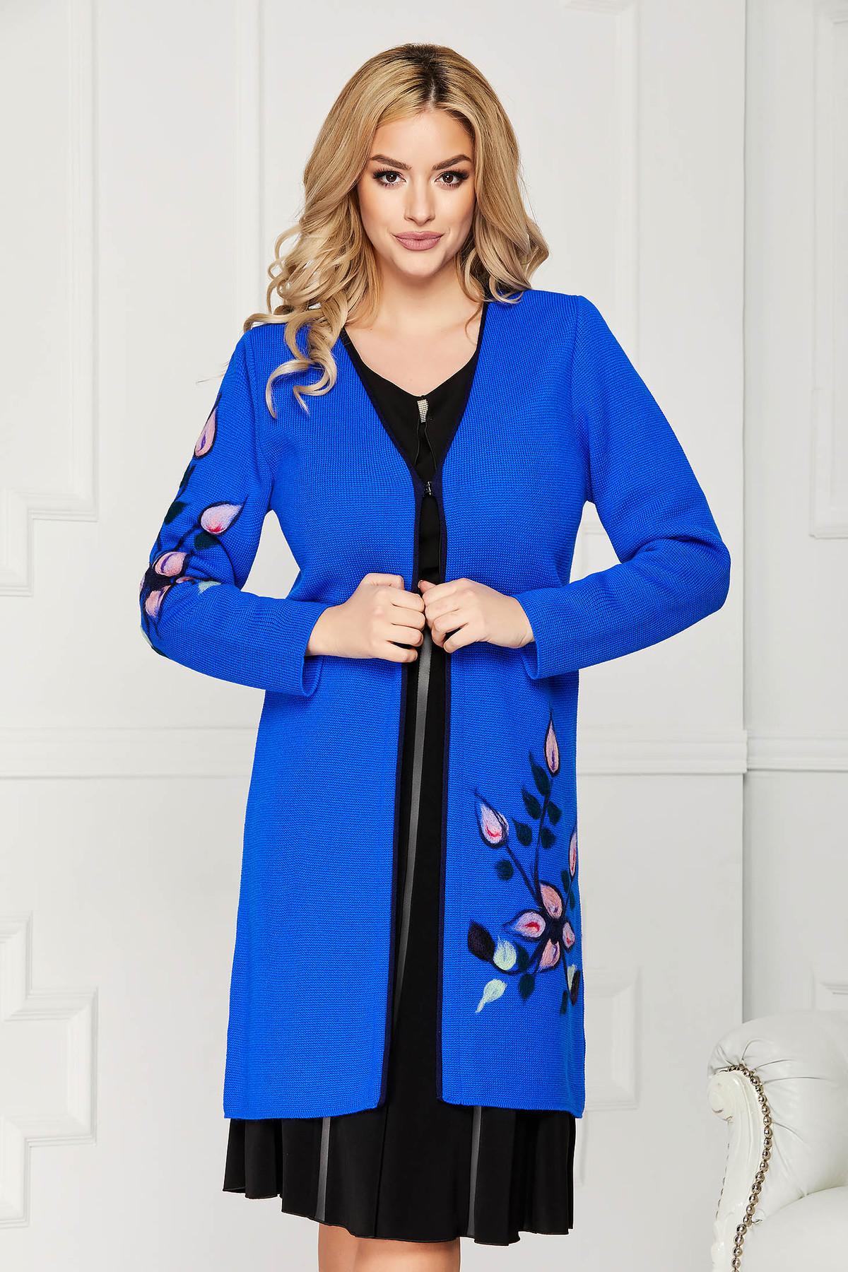 Cardigan albastru elegant din lana cu un croi drept cu maneci lungi si broderie florala