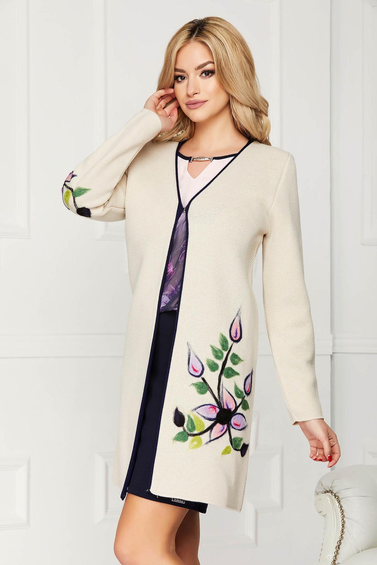 Cardigan crem elegant din lana cu un croi drept cu maneci lungi si broderie florala