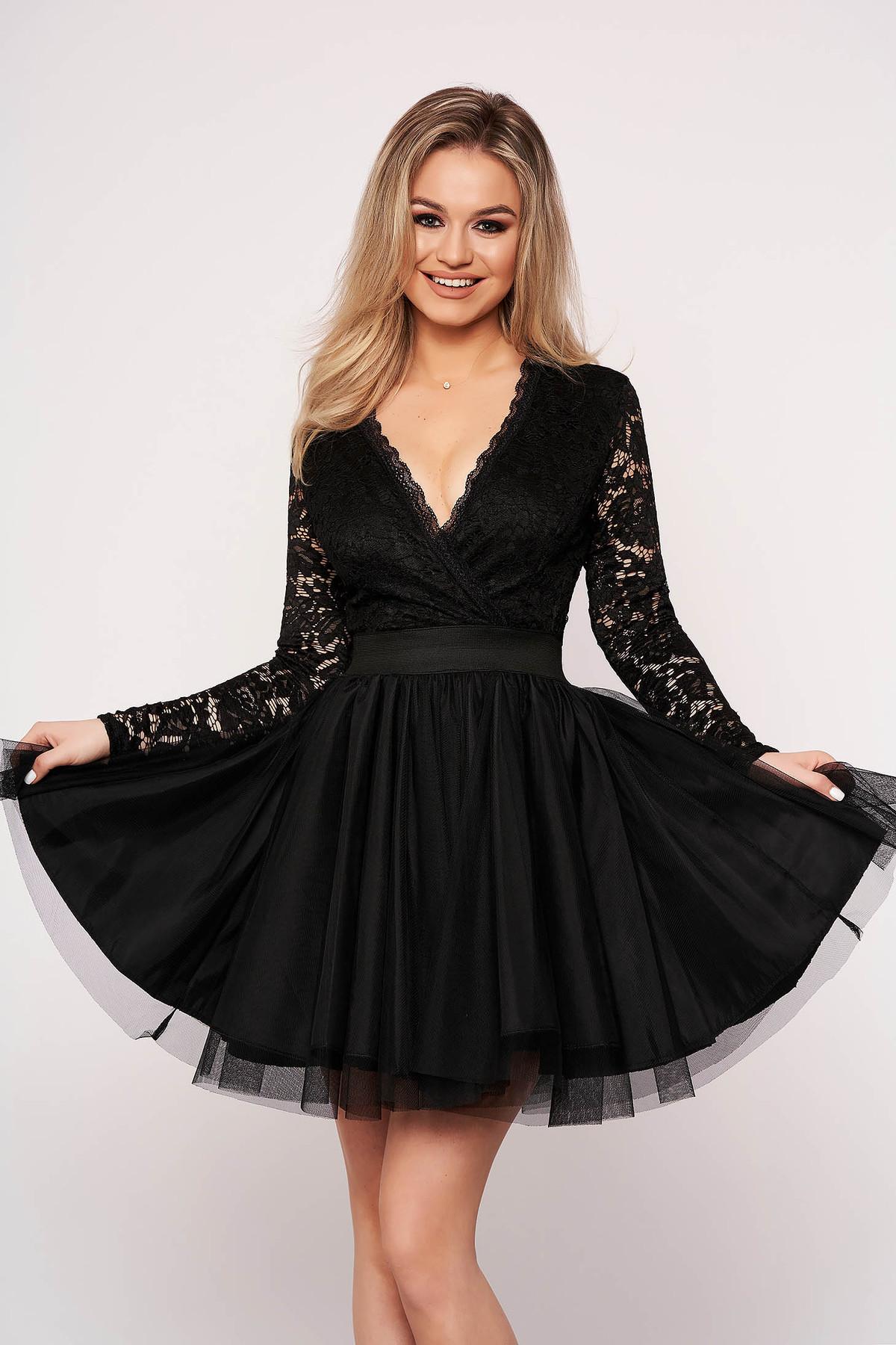 Rochie SunShine neagra eleganta din tul in clos cu decolteu in v si broderie florala