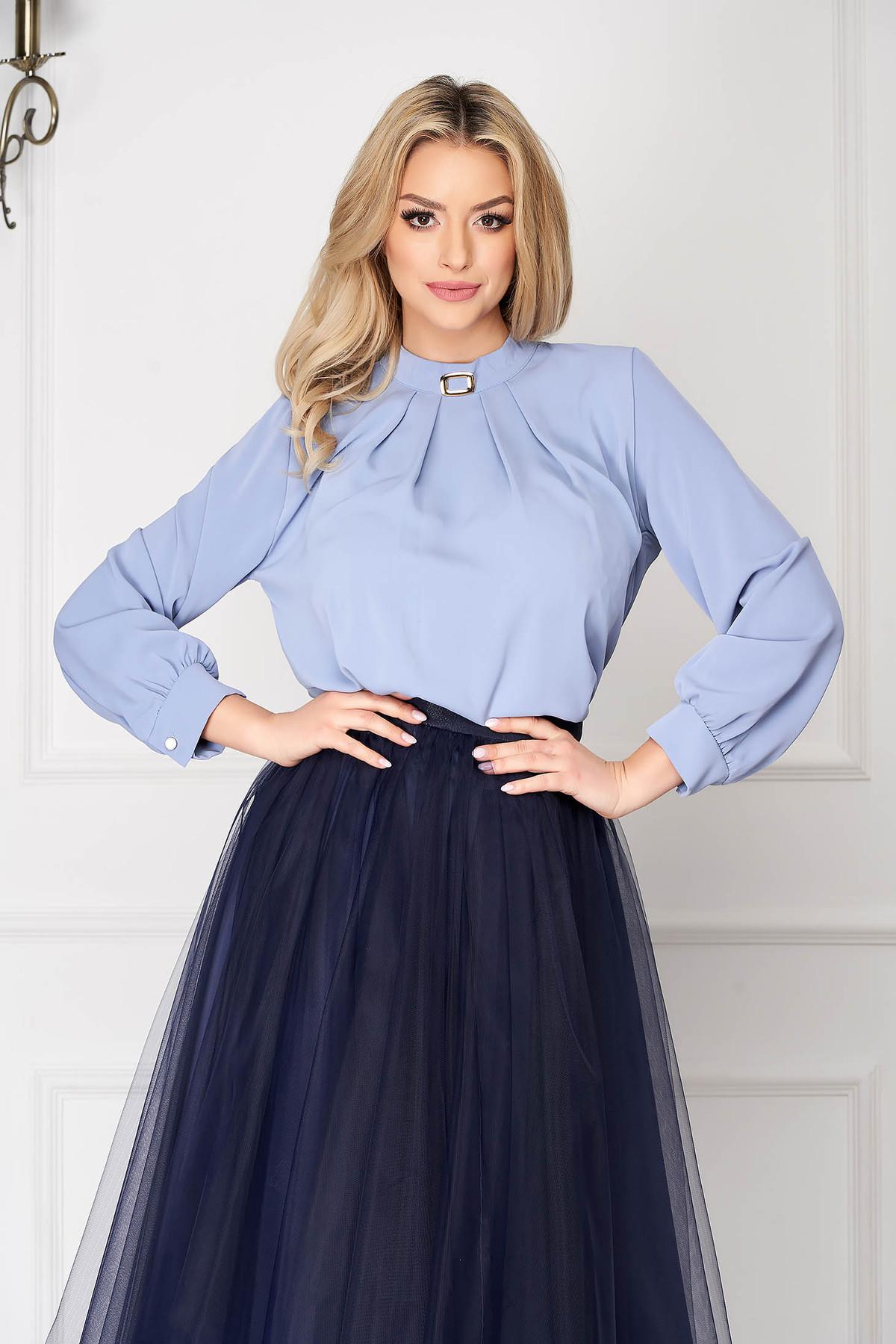 Bluza dama SunShine albastra office cu croi larg scurta din voal cu accesoriu metalic