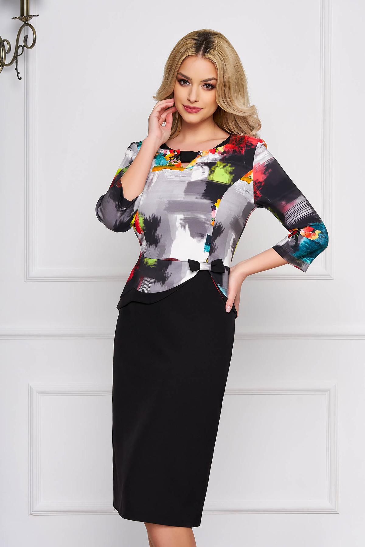 Rochie gri eleganta midi cu un croi drept din stofa cu imprimeu grafic