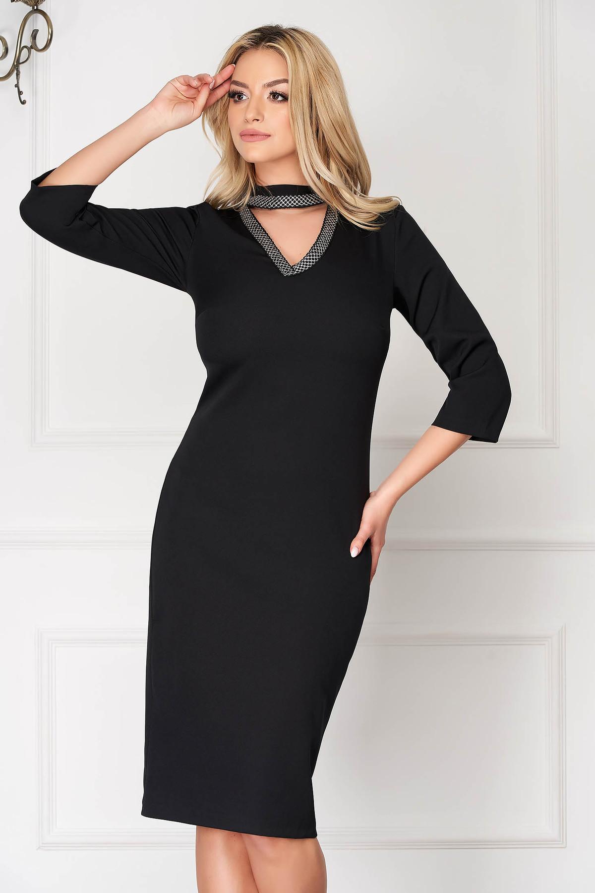 Rochie neagra eleganta midi tip creion decupat la bust cu maneci trei-sferturi
