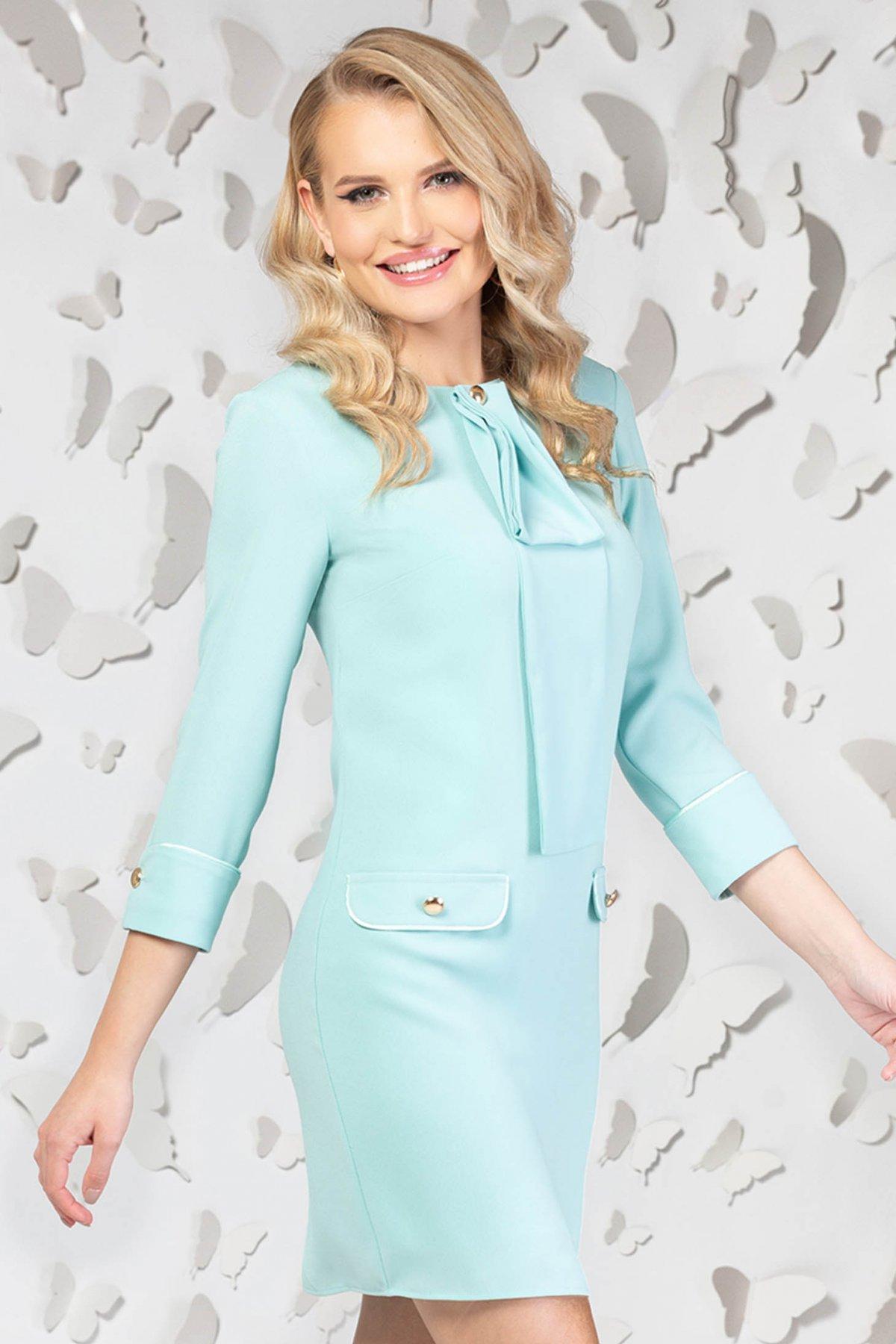 Rochie PrettyGirl albastru-deschis eleganta scurta cu croi drept si guler tip esarfa PrettyGirl