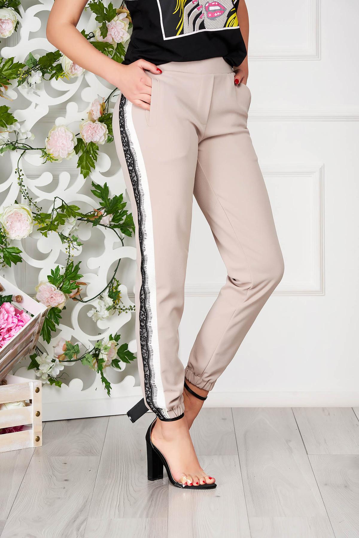 Pantaloni SunShine crem eleganti conici cu buzunare si elastic in partea de jos imagine
