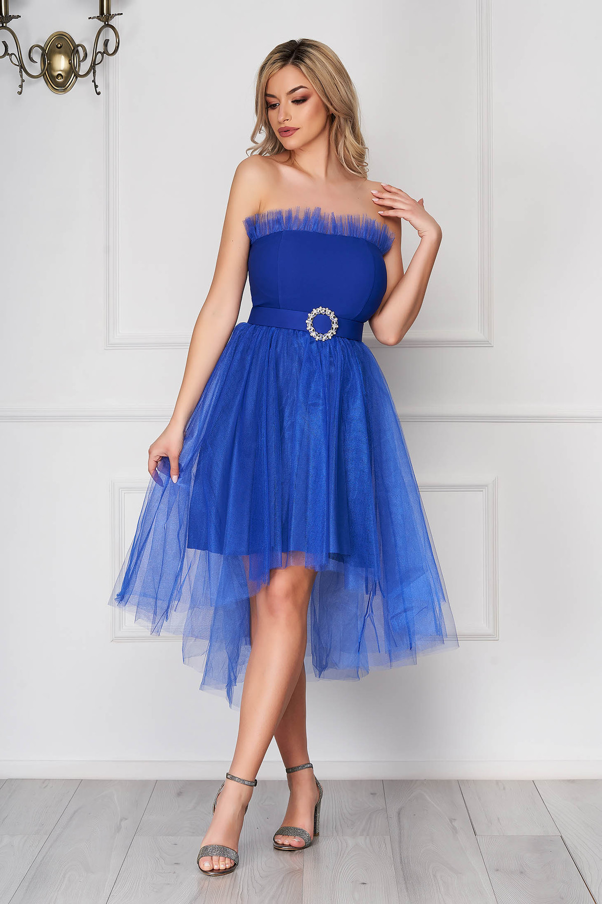 Rochie albastra scurta de ocazie asimetrica in clos din tul fara bretele