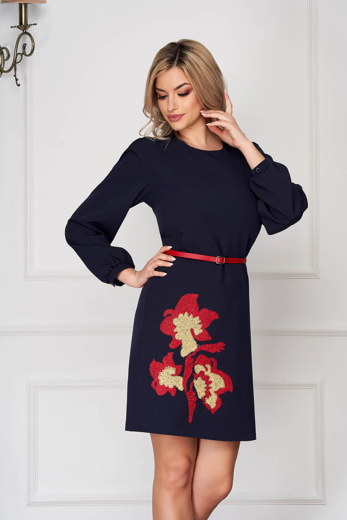 Rochie albastru-inchis scurta de zi cu croi in a din stofa subtire cu broderie florala