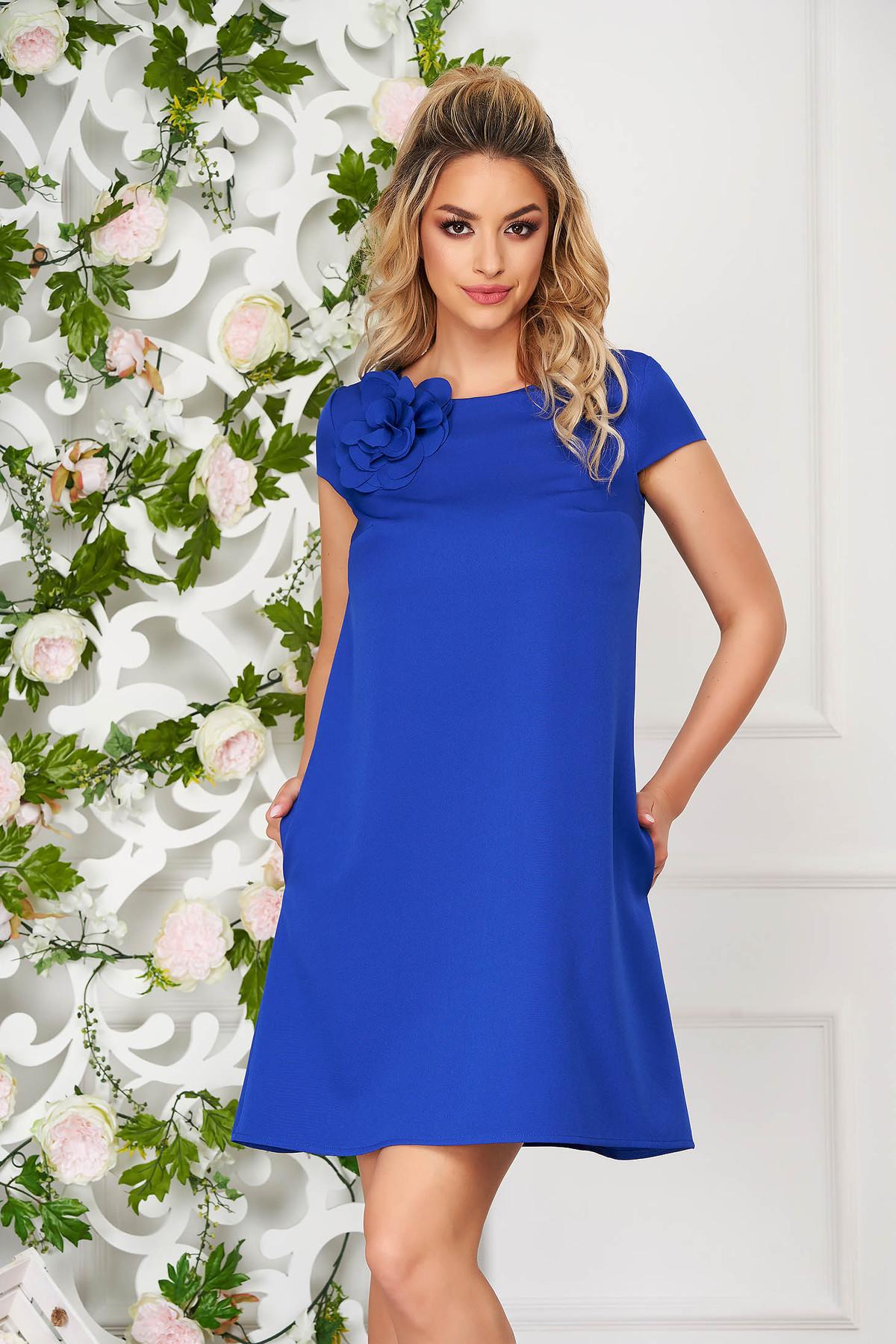 Rochie StarShinerS albastra scurta de zi cu croi larg din stofa elastica cu buzunare imagine