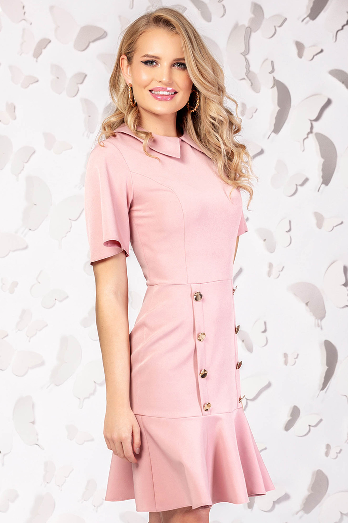 Rochie PrettyGirl roz prafuit eleganta scurta maneci largi accesorizata cu nasturi PrettyGirl