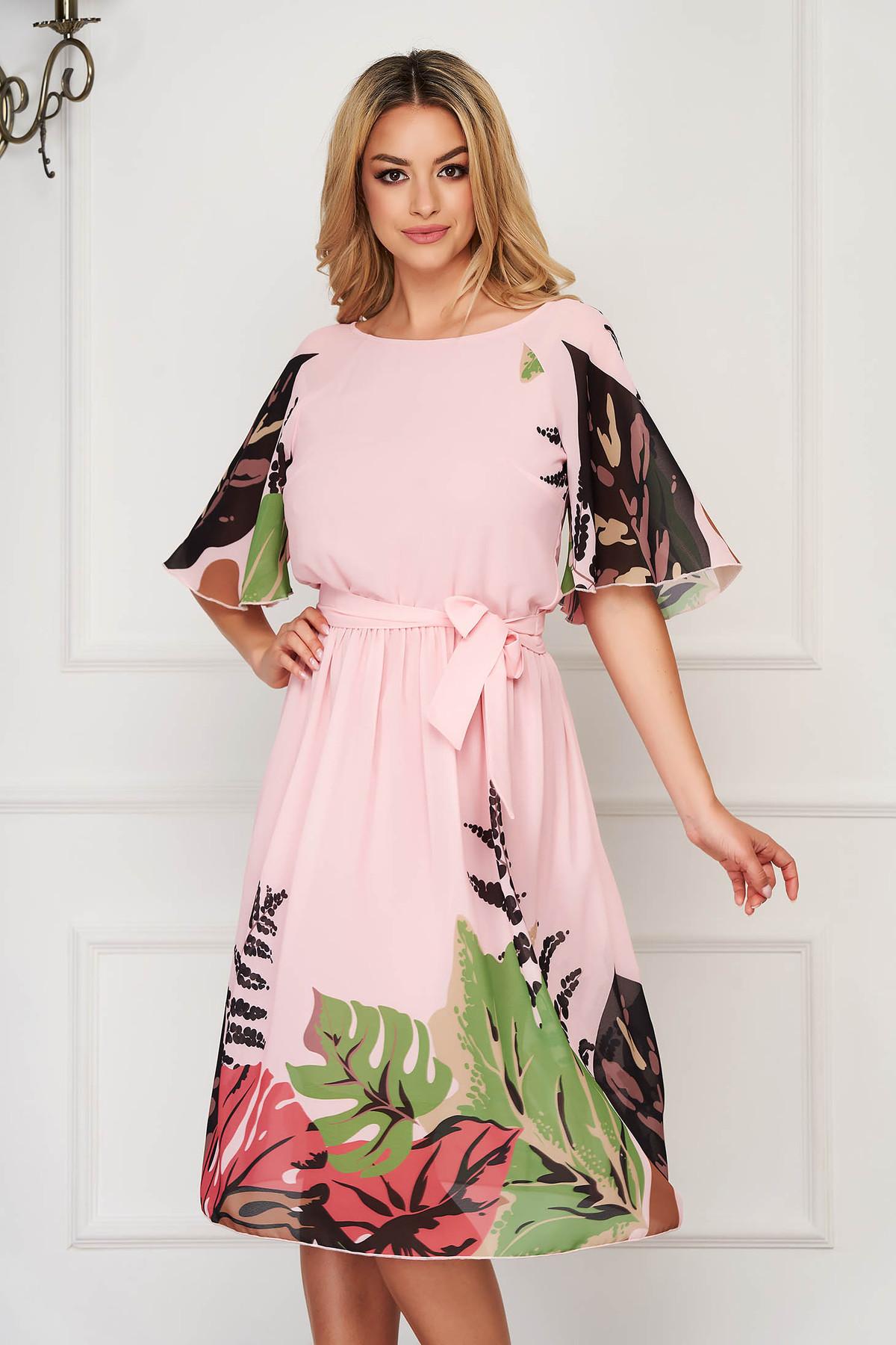Rochie StarShinerS roz deschis eleganta midi din voal cu maneci tip fluture