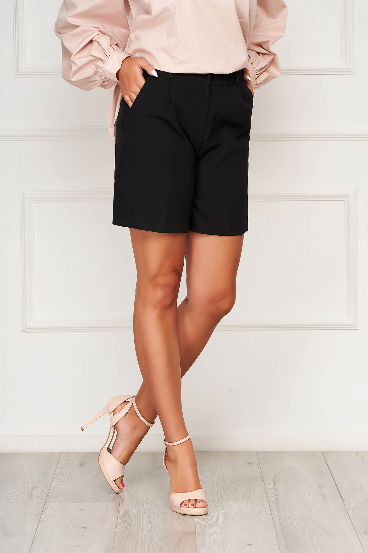 Pantalon scurt SunShine negru casual mulat din stofa elastica cu buzunare