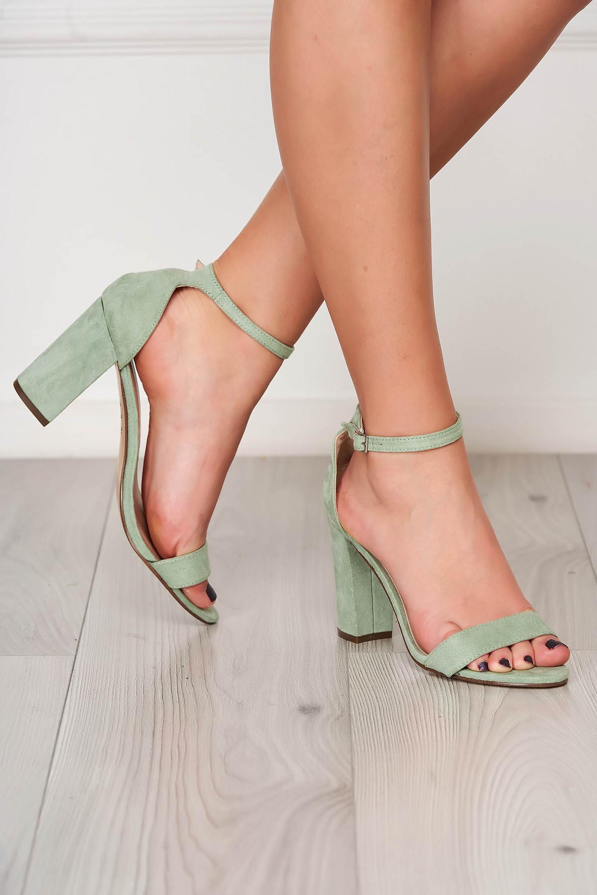 Sandale verde-deschis elegante din material catifelat cu toc gros imagine