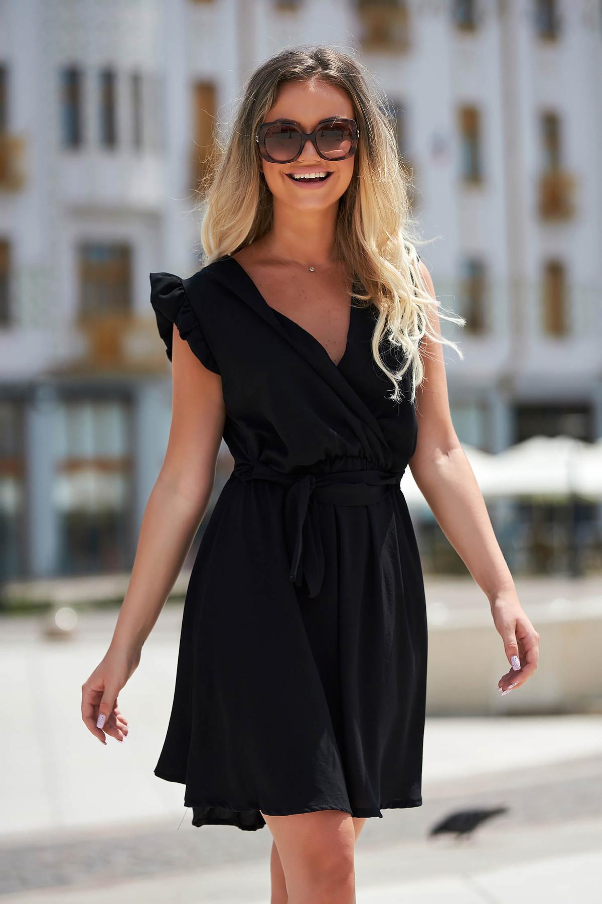Rochie neagra eleganta scurta de zi in clos din material subtire fara maneci
