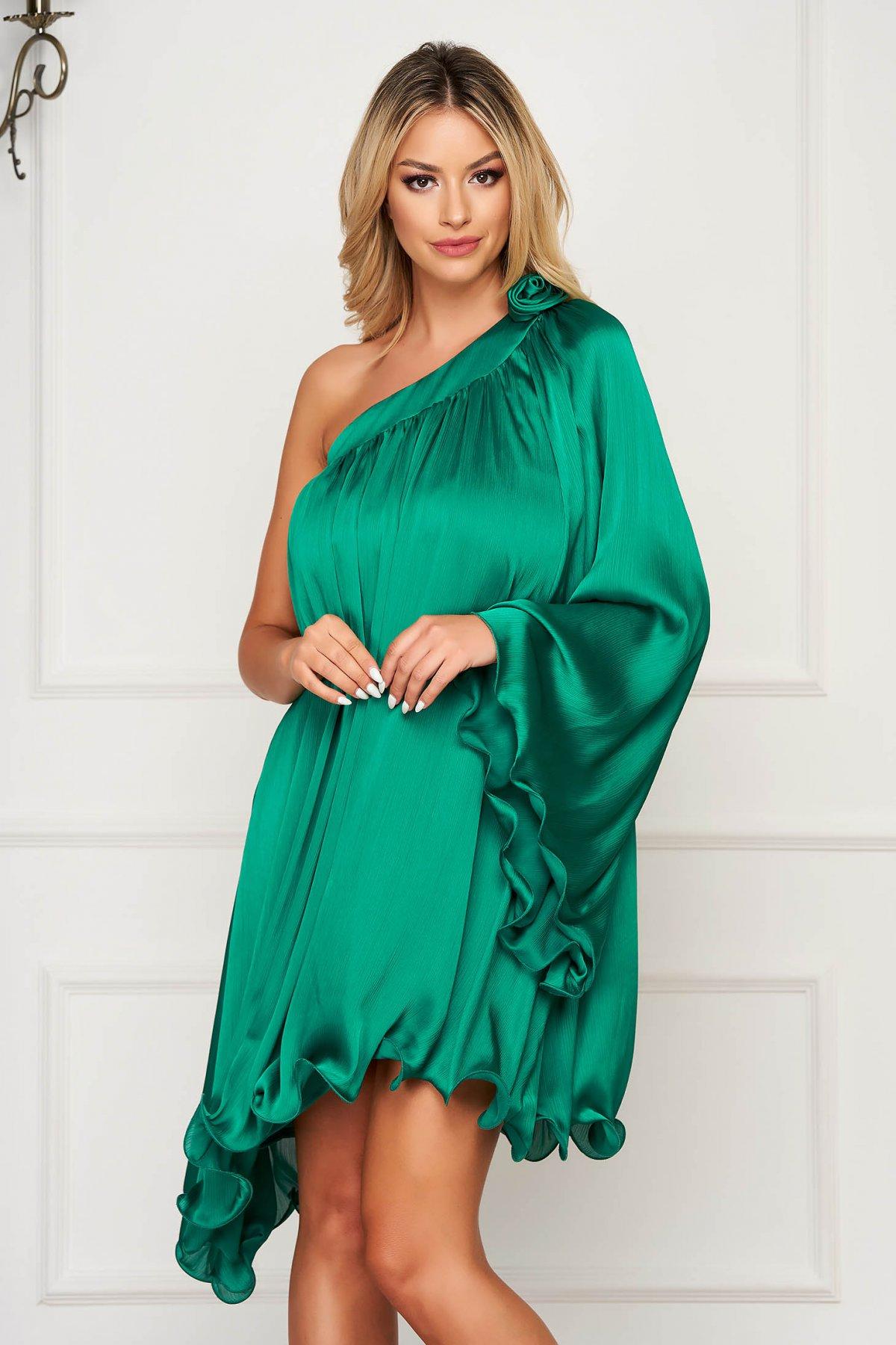 Rochie Artista verde asimetrica de ocazie cu croi larg din material satinat
