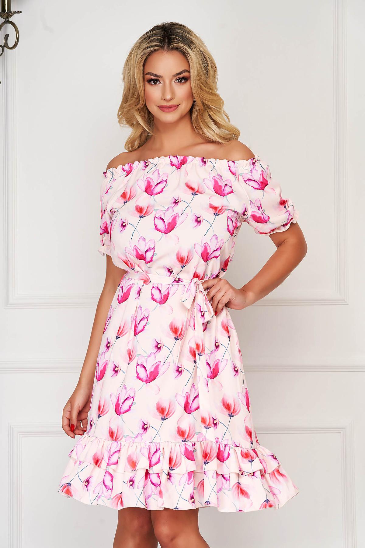 Rochie StarShinerS roz de zi scurta cu volanase la baza rochiei accesorizata cu cordon