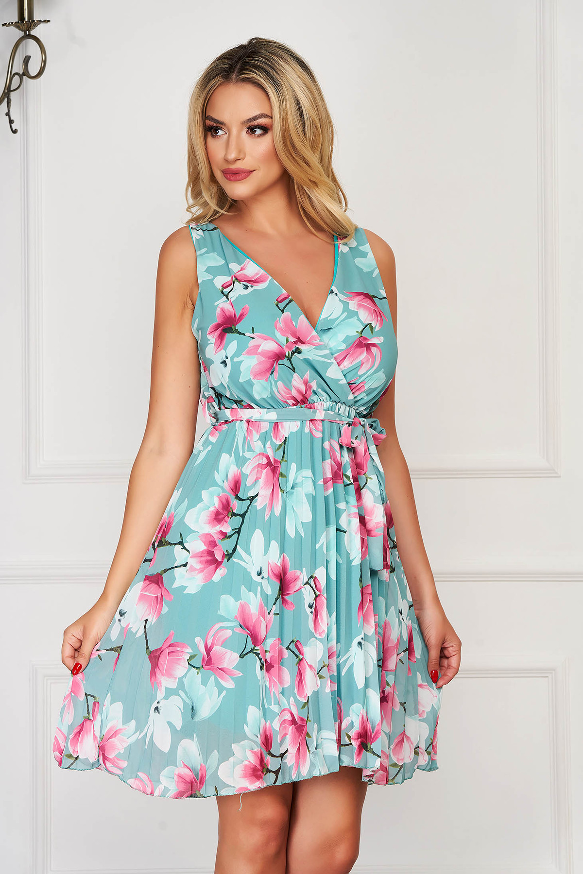 Rochie mint eleganta de zi clos cu elastic in talie cu decolteu in v plisata din voal