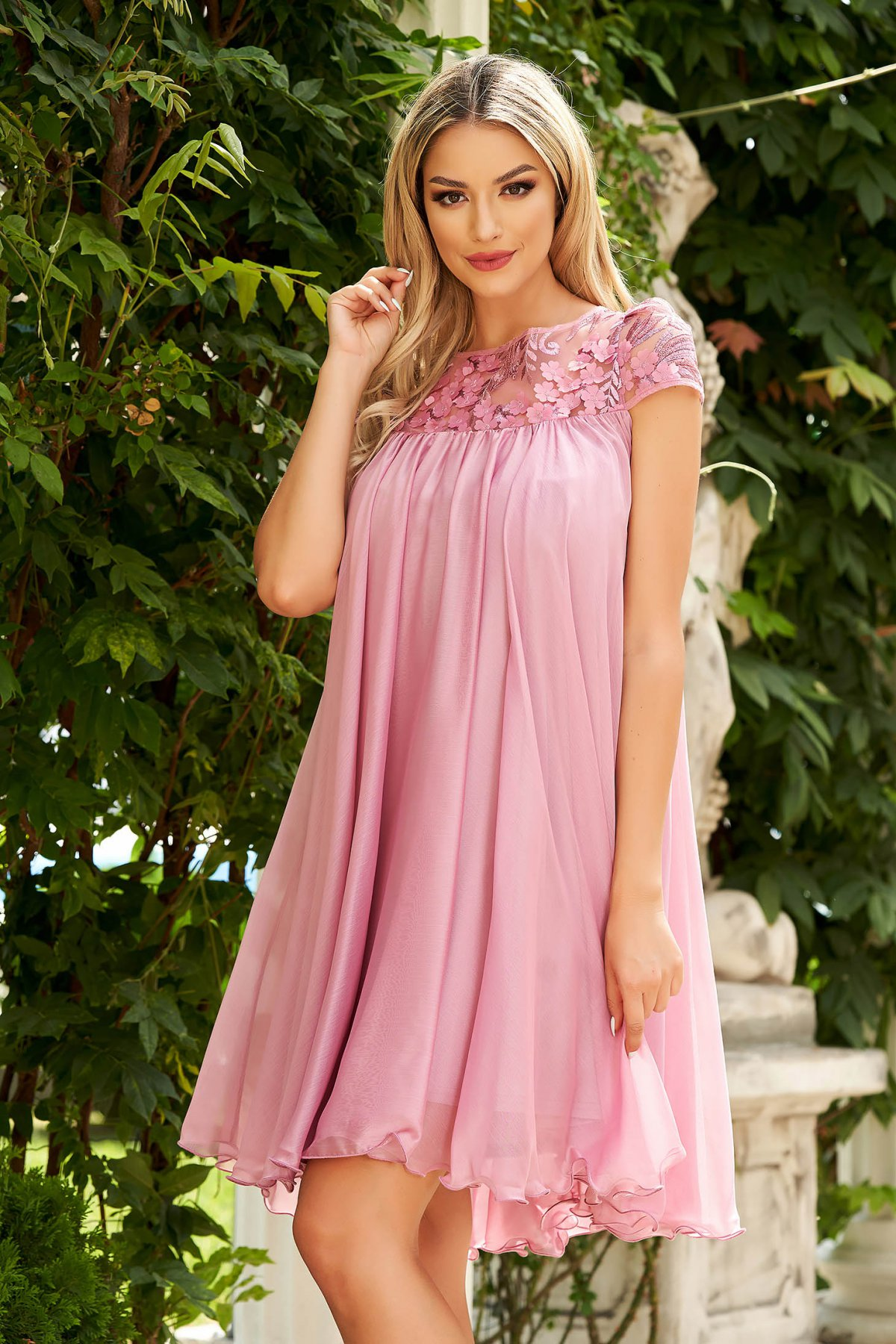 Rochie Artista roz prafuit de ocazie scurta din material usor transparent