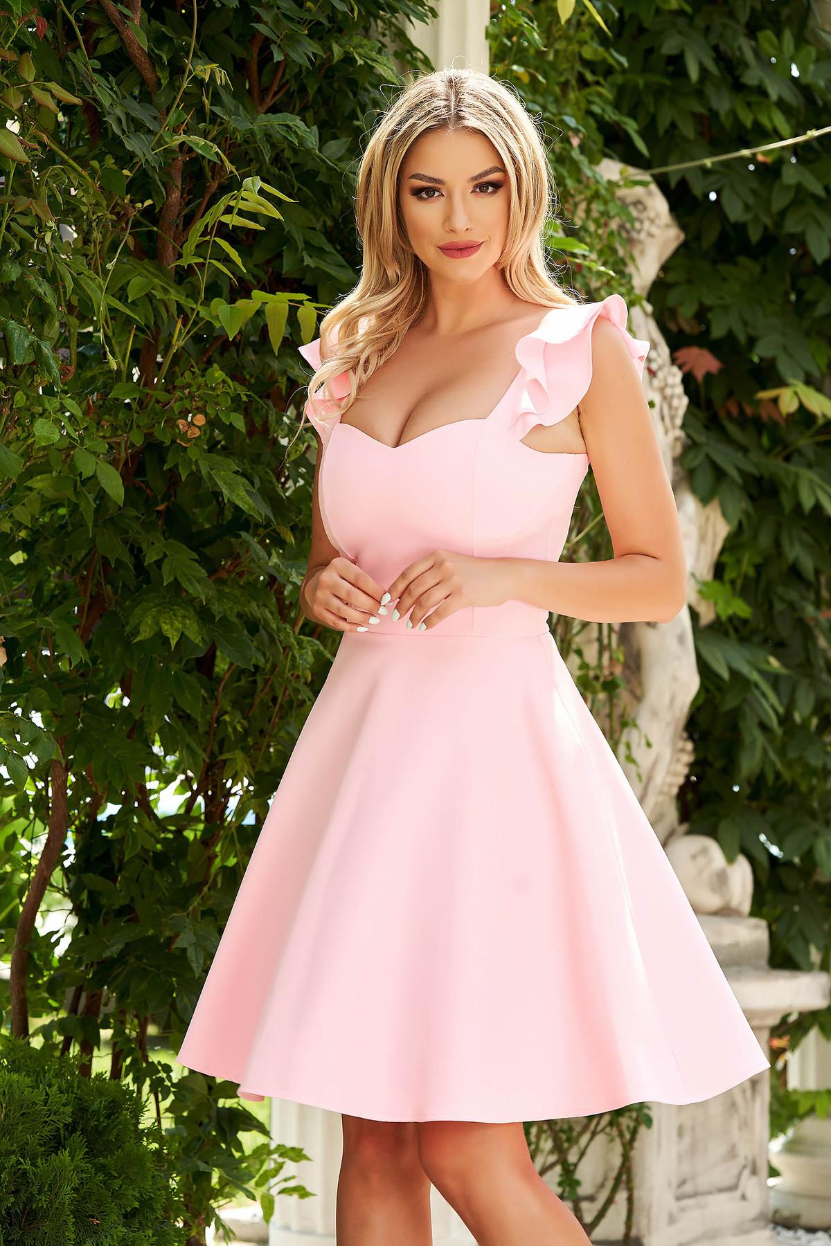 Rochie StarShinerS roz deschis eleganta scurta din stofa subtire cu volanase