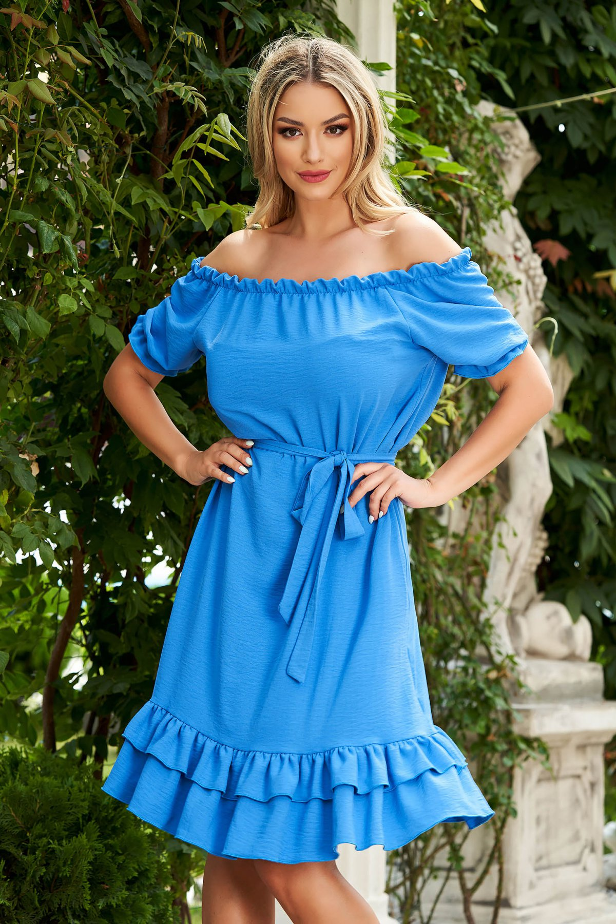 Rochie albastra midi de zi din material vaporos cu croi larg si umeri goi