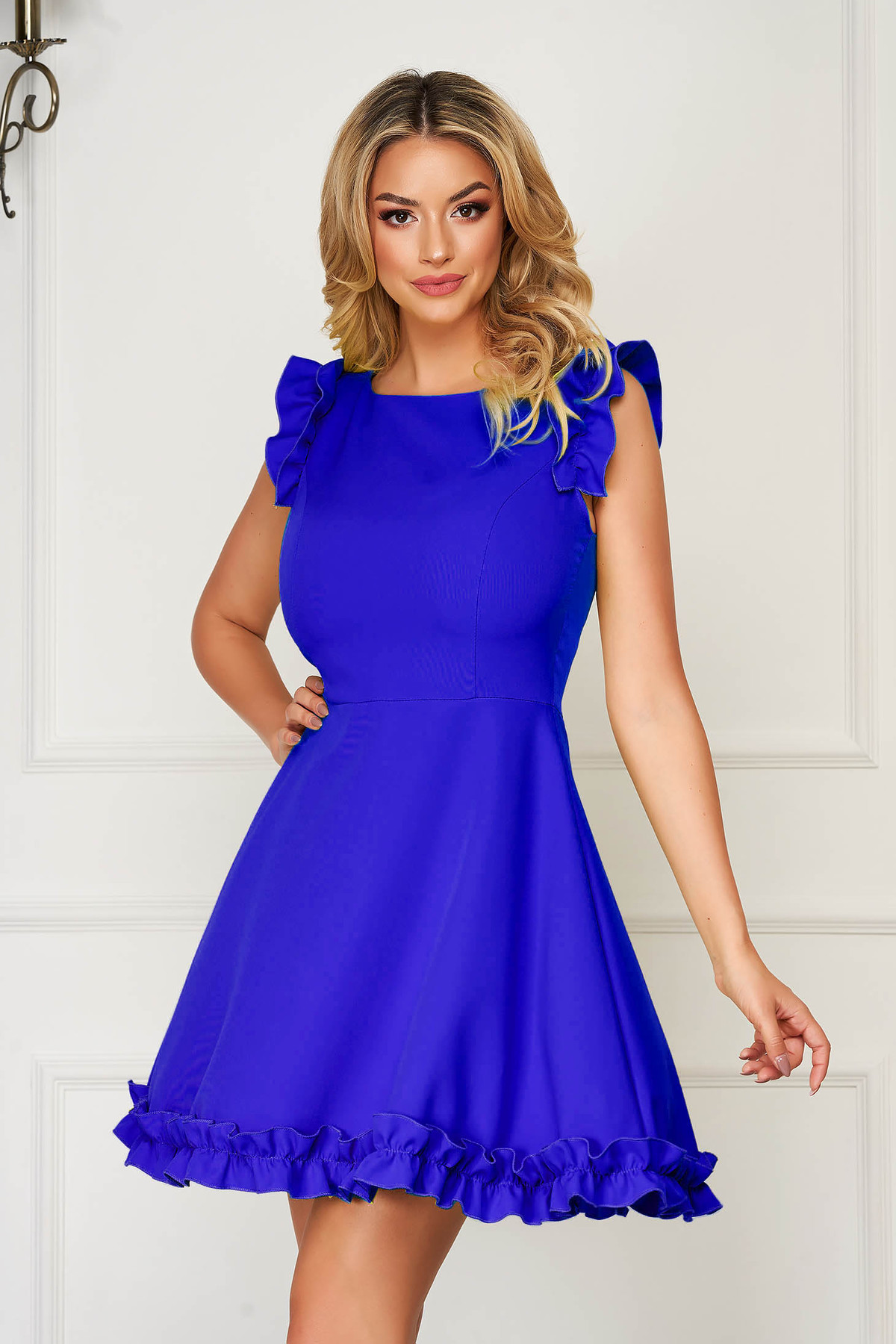 Rochie albastra eleganta scurta din stofa cu volanase la maneca - medelin.ro