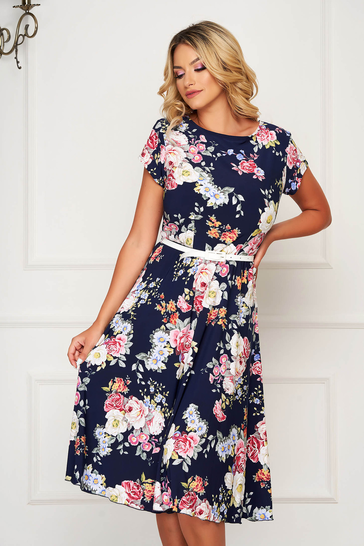 Rochie albastra midi de zi in clos cu elastic in talie si maneci scurte