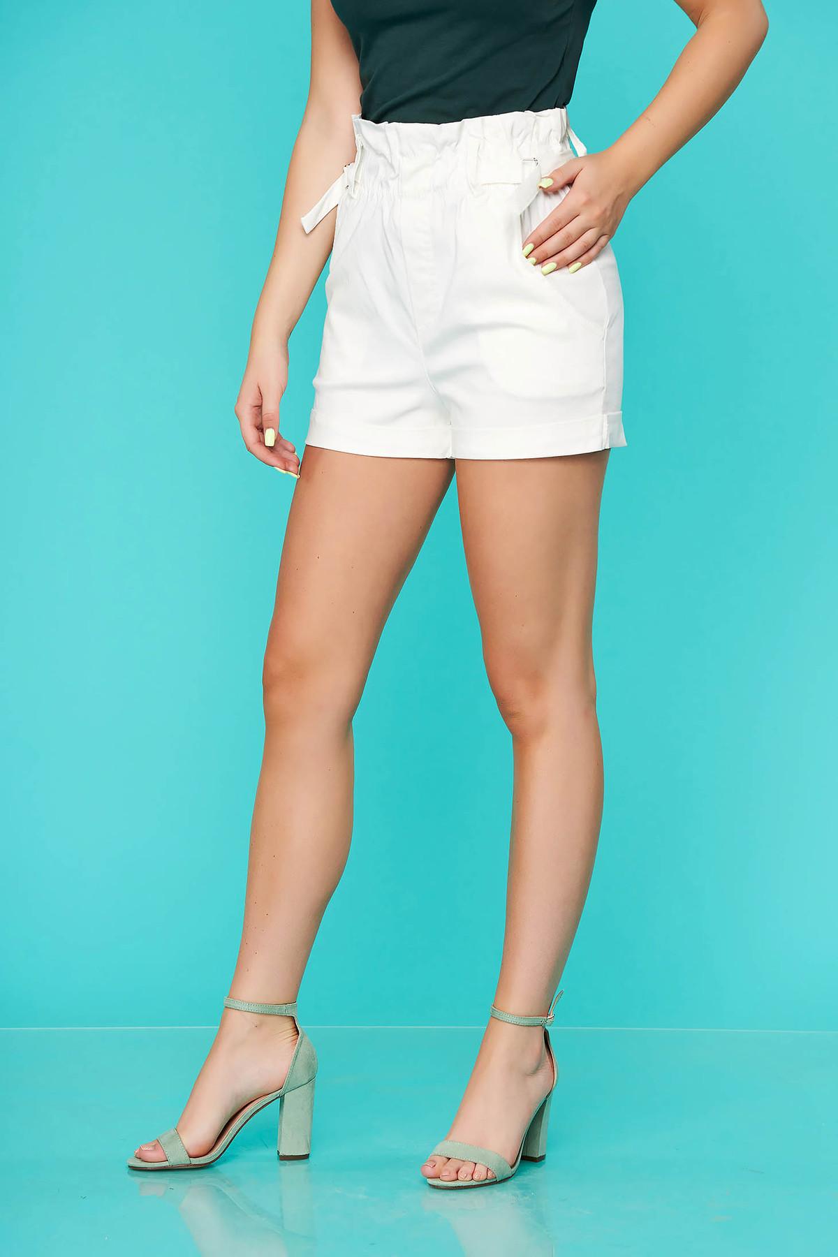 Pantalon scurt SunShine alb casual mulat cu talie inalta si buzunare