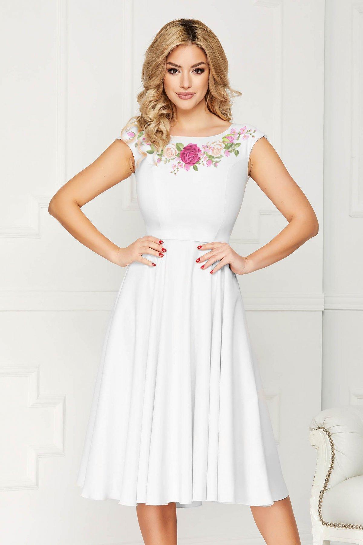 Rochie alba StarShinerS eleganta in clos din stofa usor elastica cu imprimeu customizat