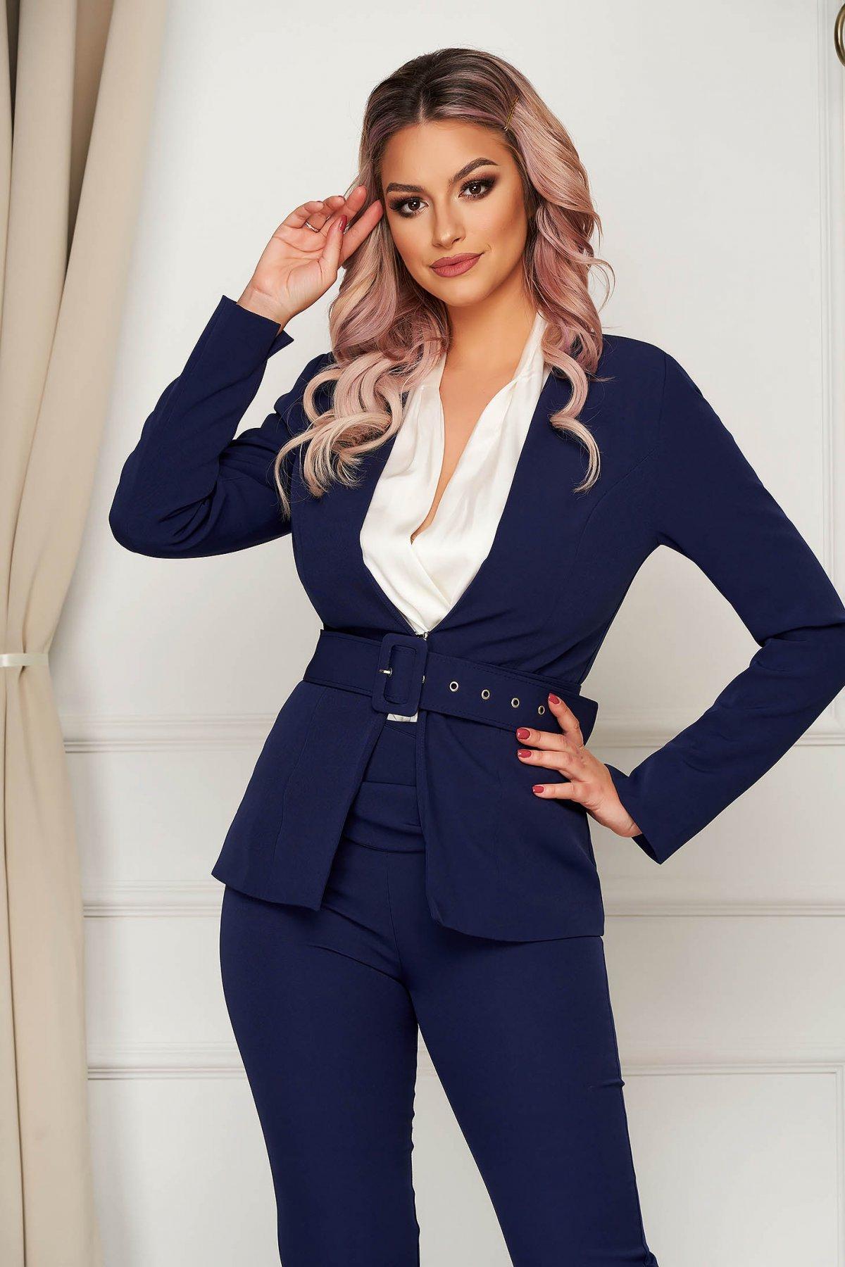 Sacou PrettyGirl albastru-inchis clasic tip blazer cambrat din stofa usor elastica cu accesoriu tip curea