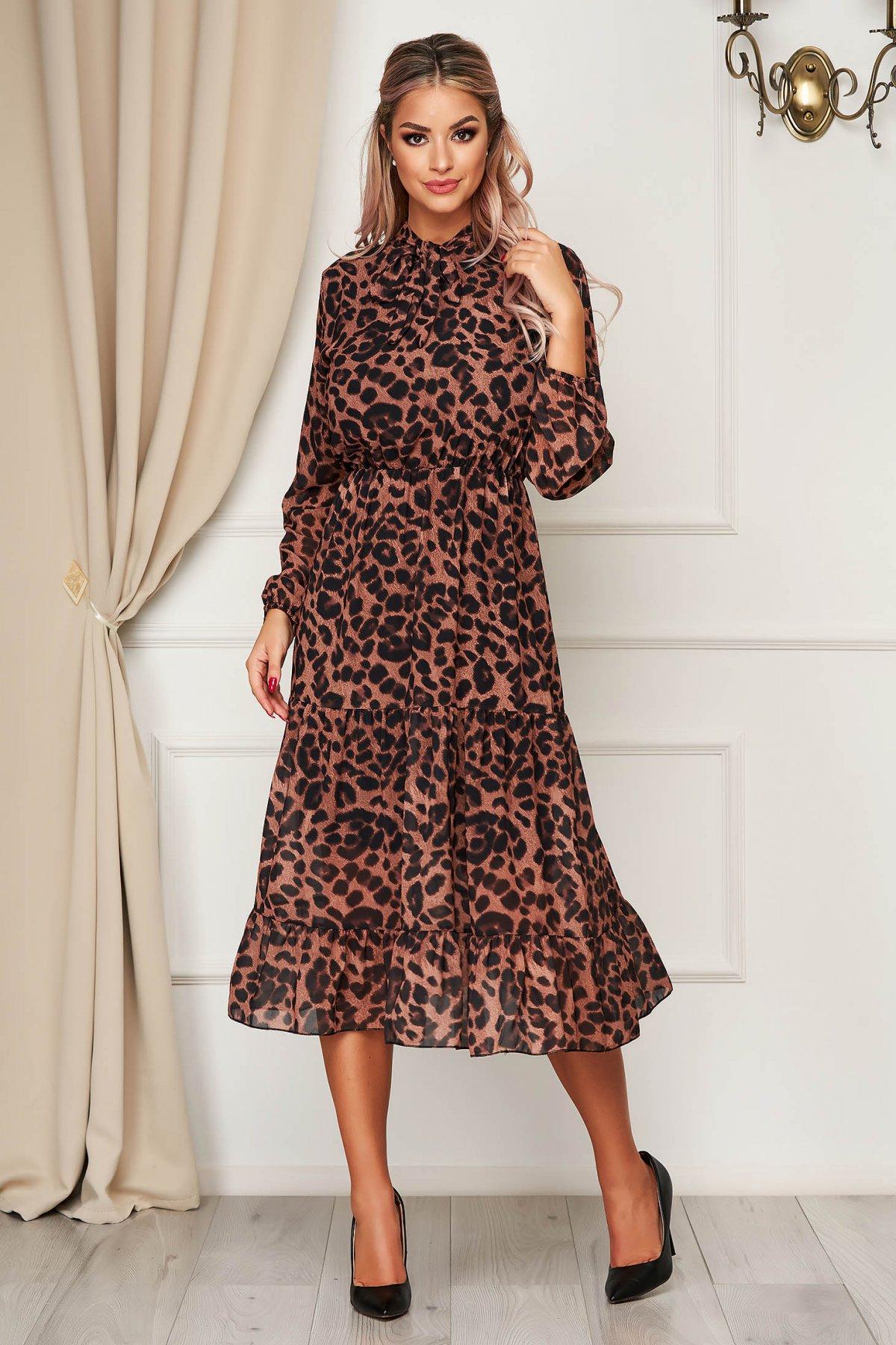 Rochie StarShinerS maro de zi clos cu elastic in talie cu volanase la baza rochiei accesorizata cu cordon