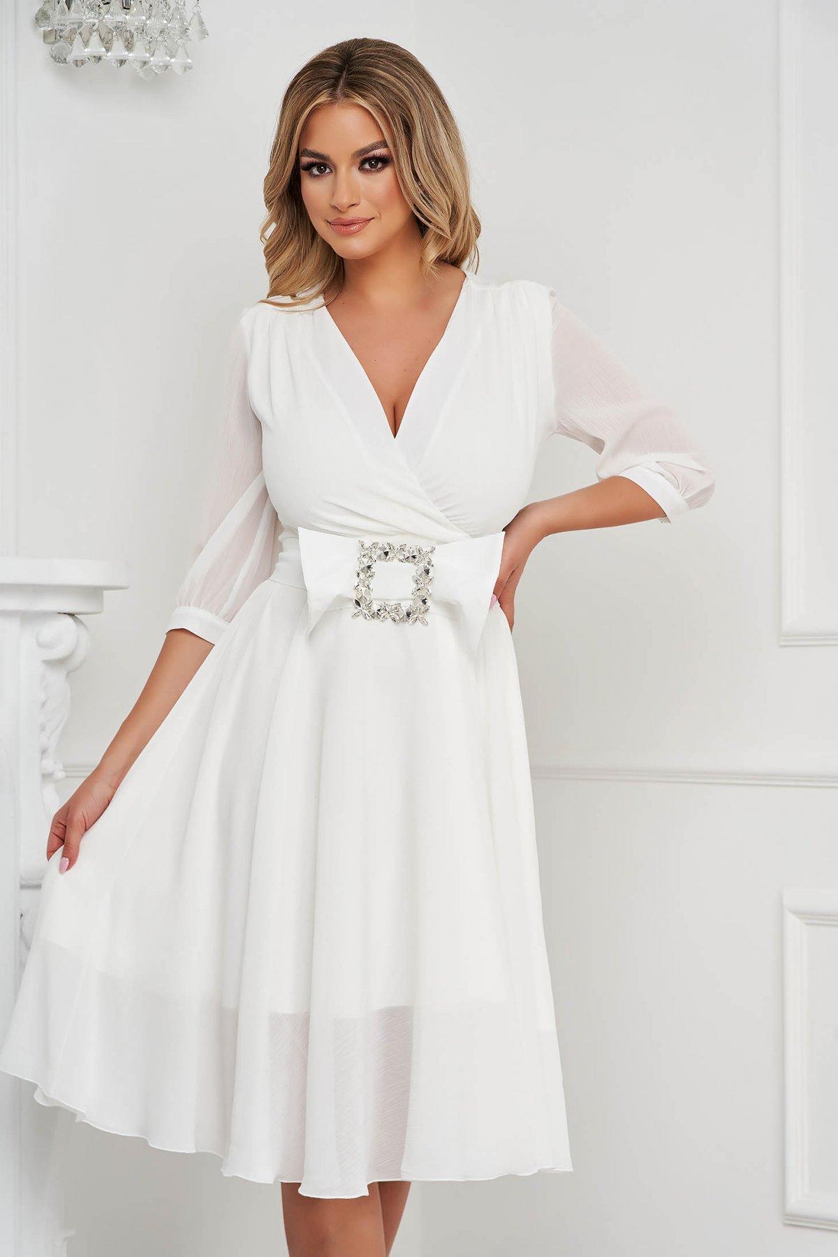 Rochie PrettyGirl alba eleganta midi in clos din satin accesorizata cu o catarama