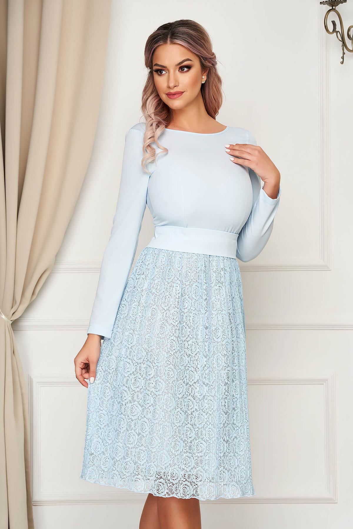 Rochie StarShinerS albastru-deschis eleganta midi in clos din dantela cu spatele decupat StarShinerS