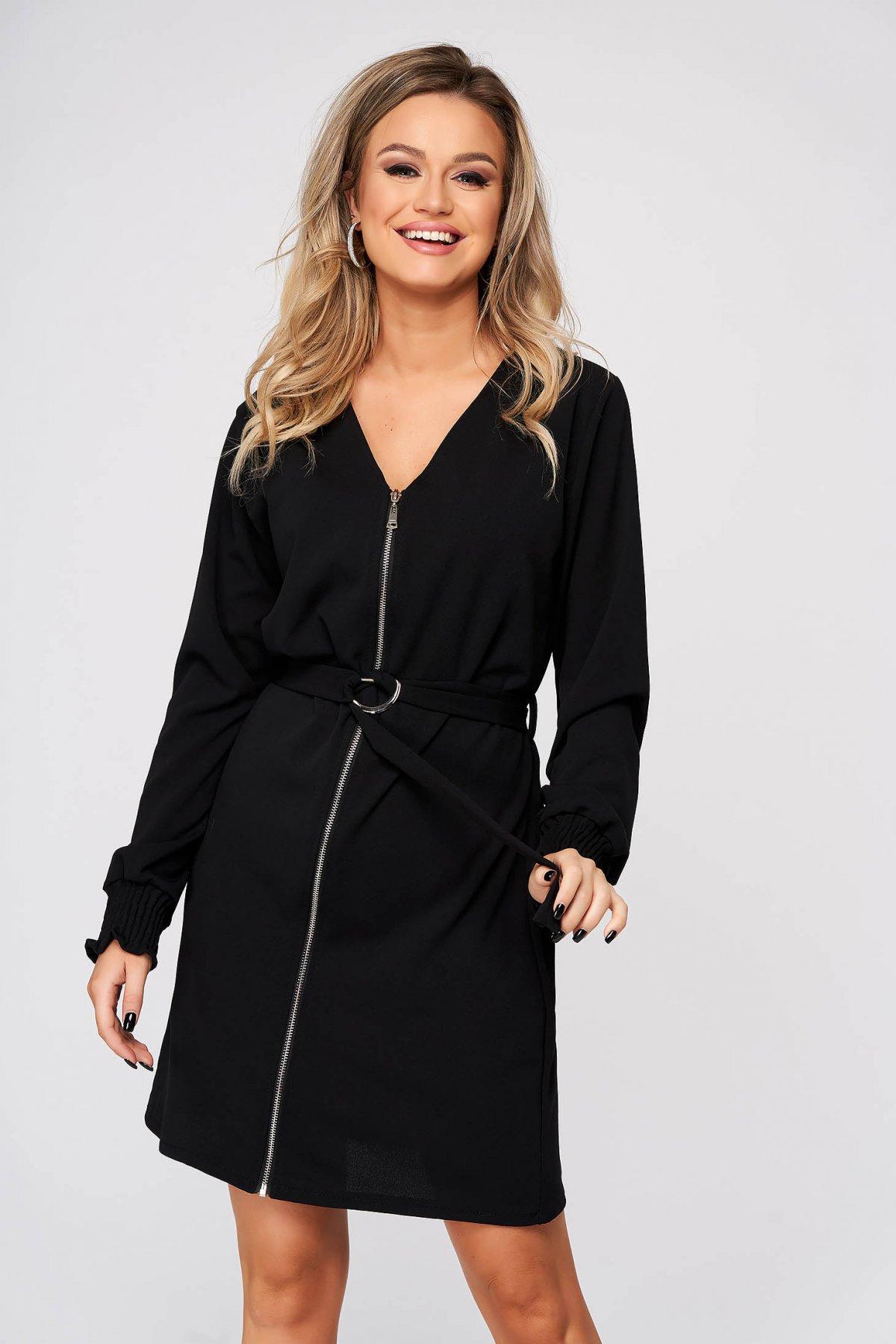 Rochie SunShine neagra de zi cu un croi drept cu decolteu in v accesorizata cu cordon