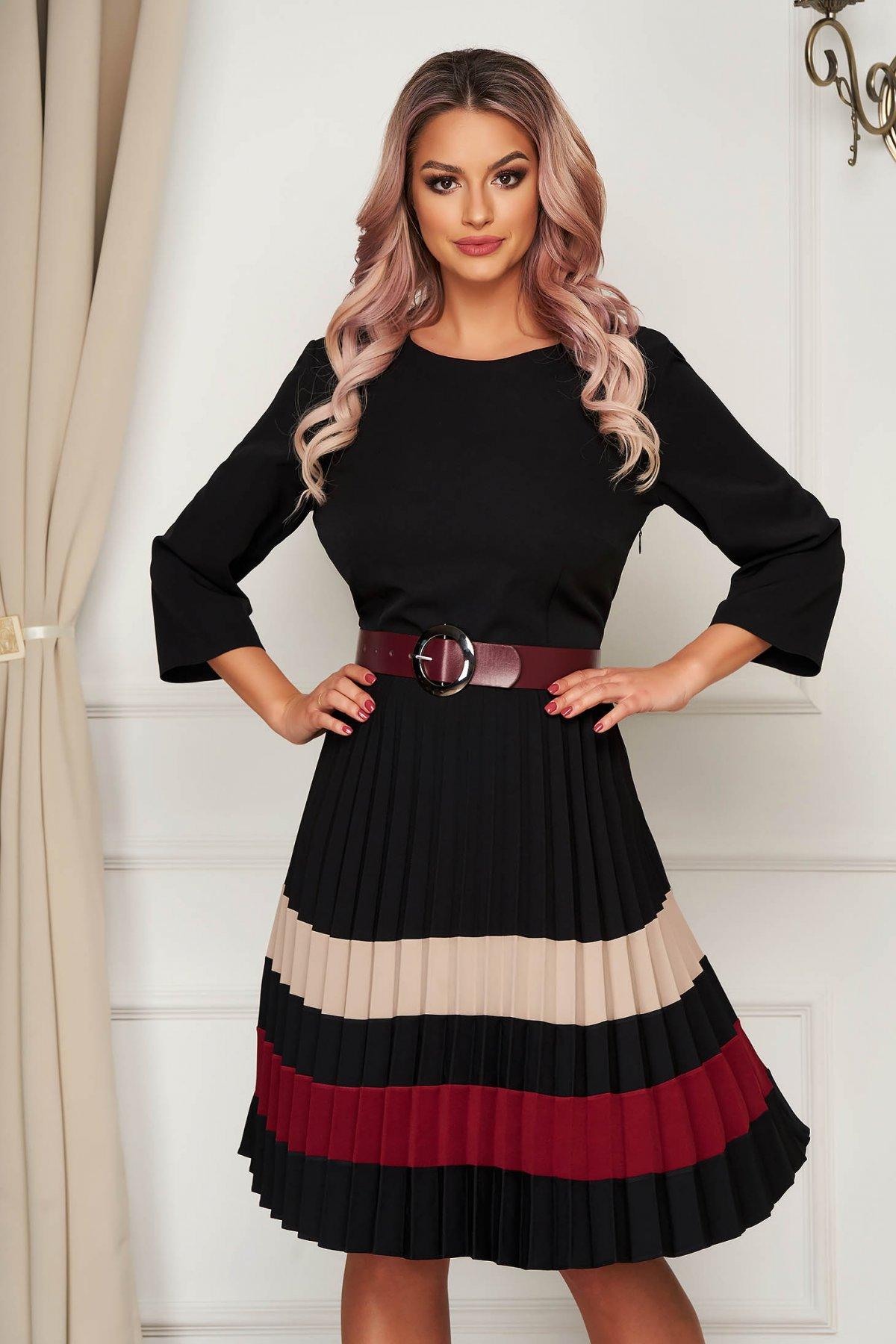 Rochie rosie office din stofa usor elastica in clos plisata cu accesoriu tip curea