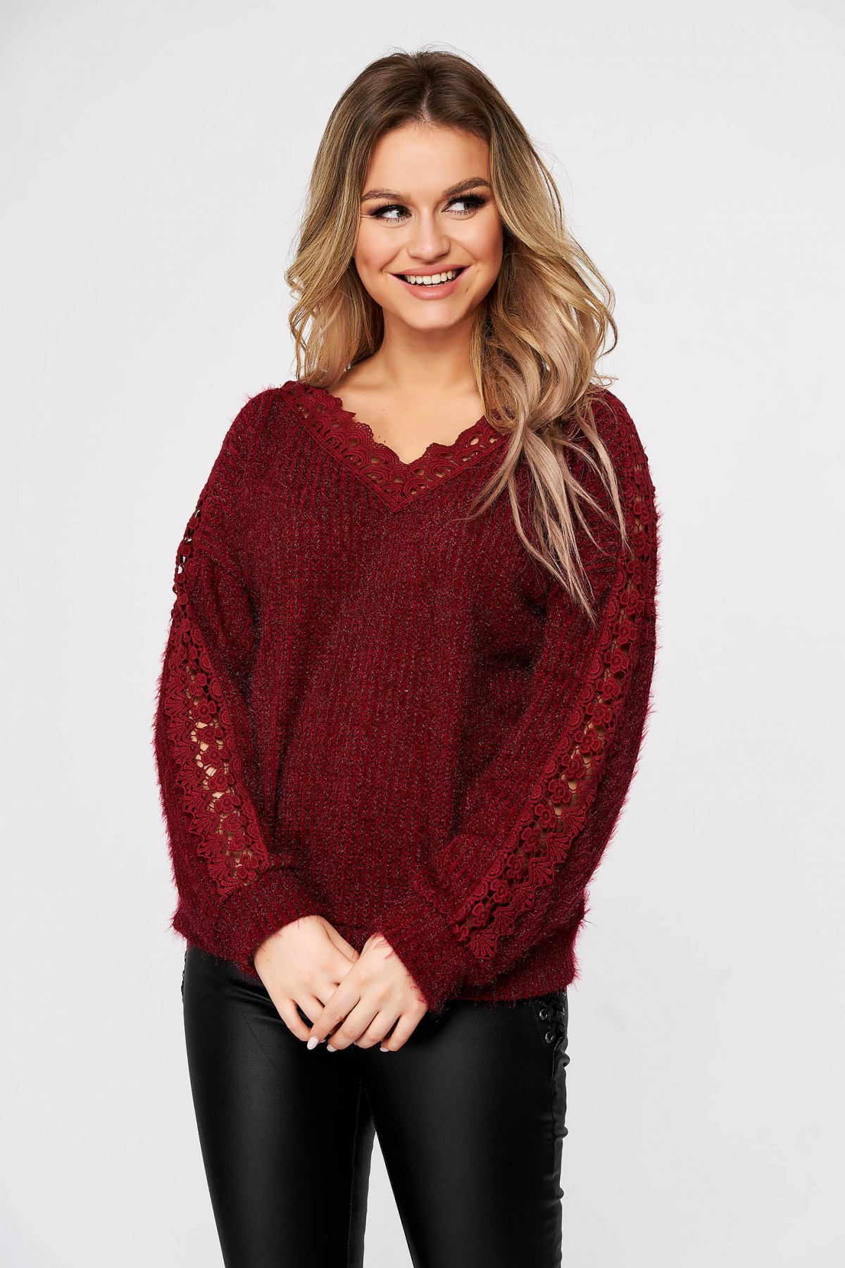 Pulover SunShine visiniu casual cu croi larg din material tricotat si aplicatii de dantela imagine