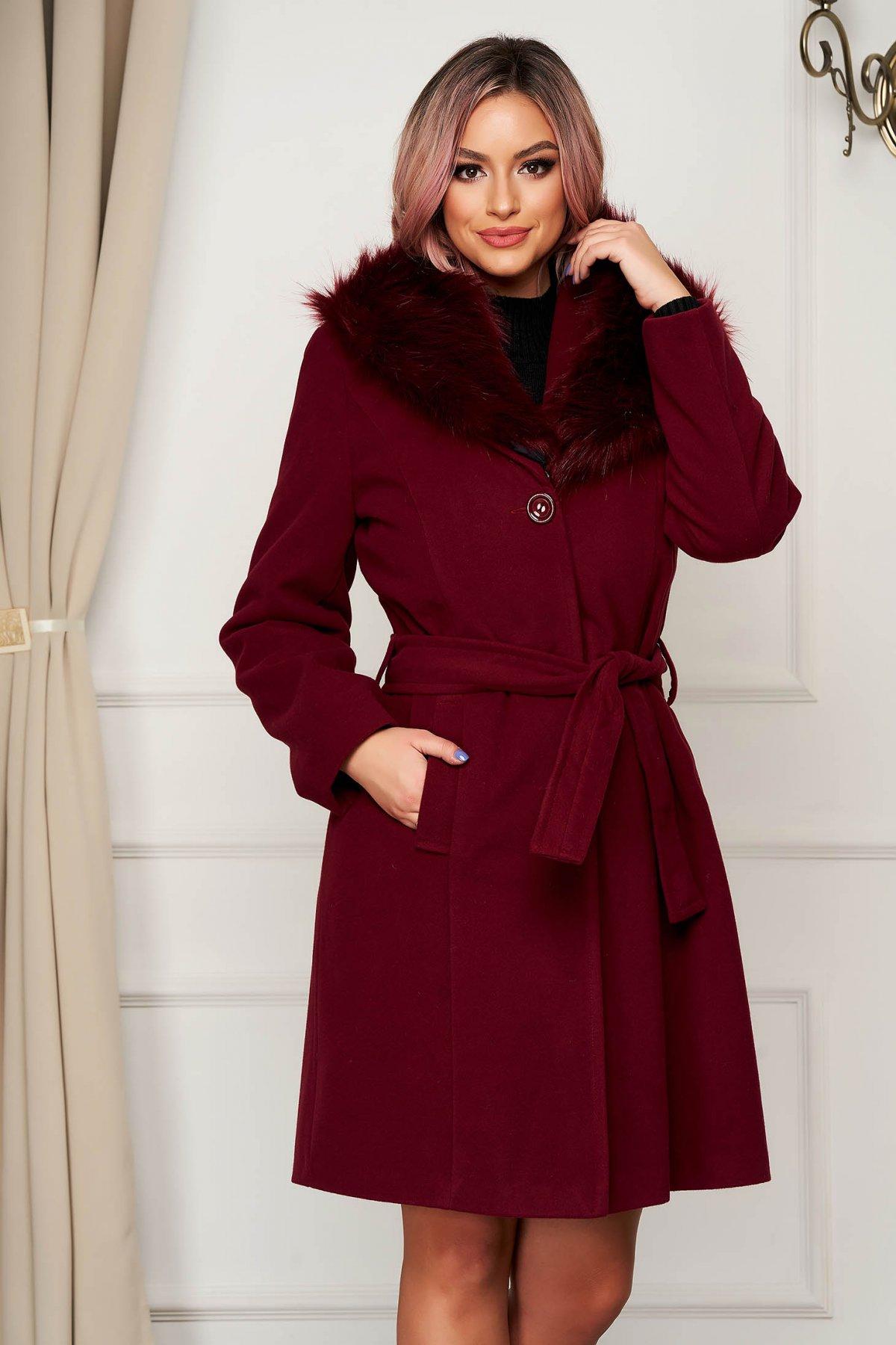 Palton din lana SunShine visiniu elegant cu un croi drept cu guler din blana artificiala accesorizat cu cordon imagine