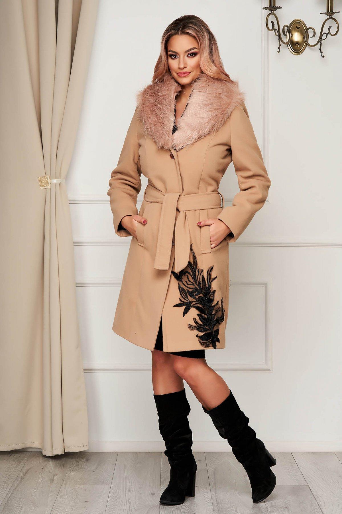 Palton din lana SunShine crem elegant cu guler din blana artificiala si insertii de broderie imagine