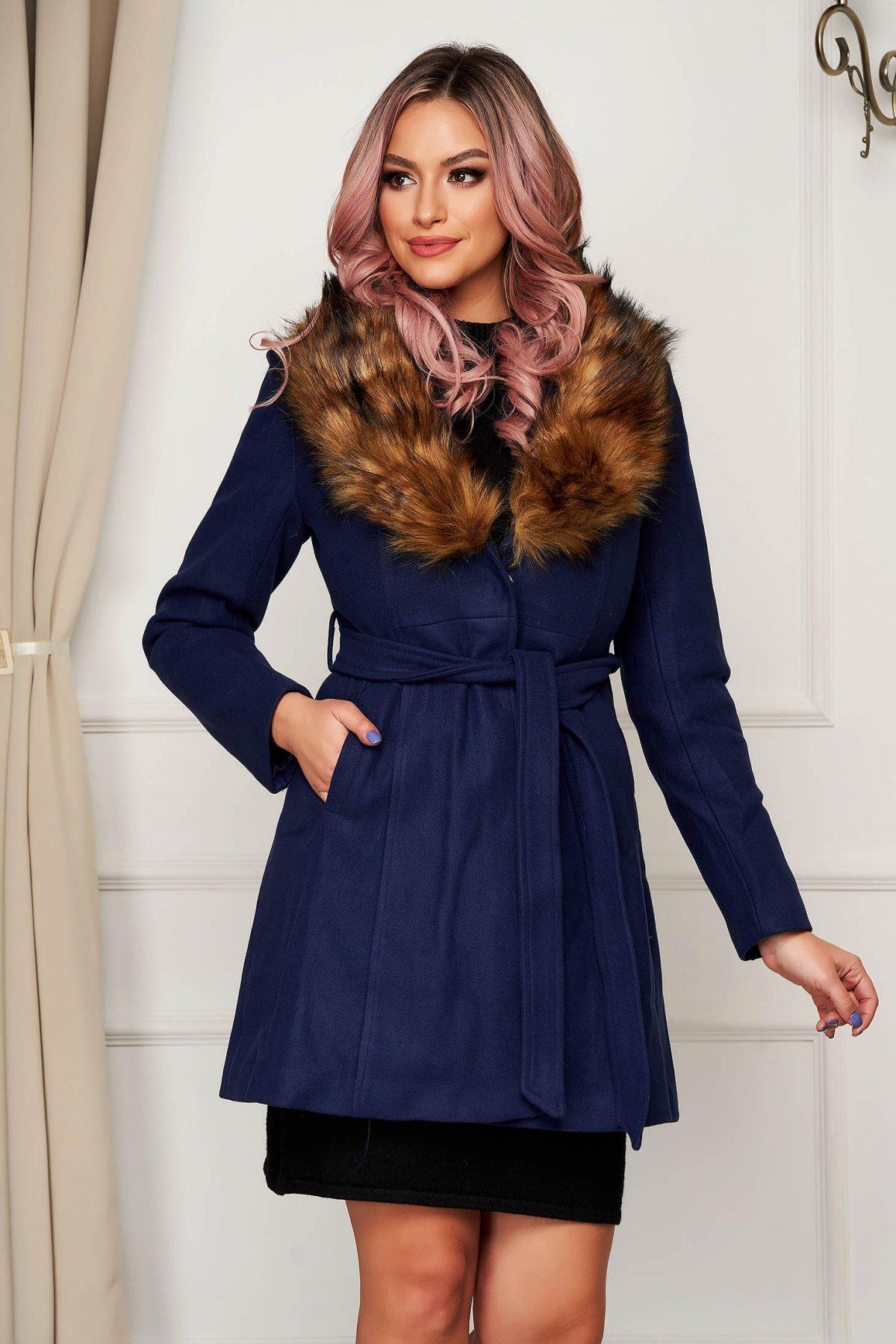 Palton Albastru Din Lana Elegant In Clos Cu Guler Din Blana Artificiala Si Buzunare