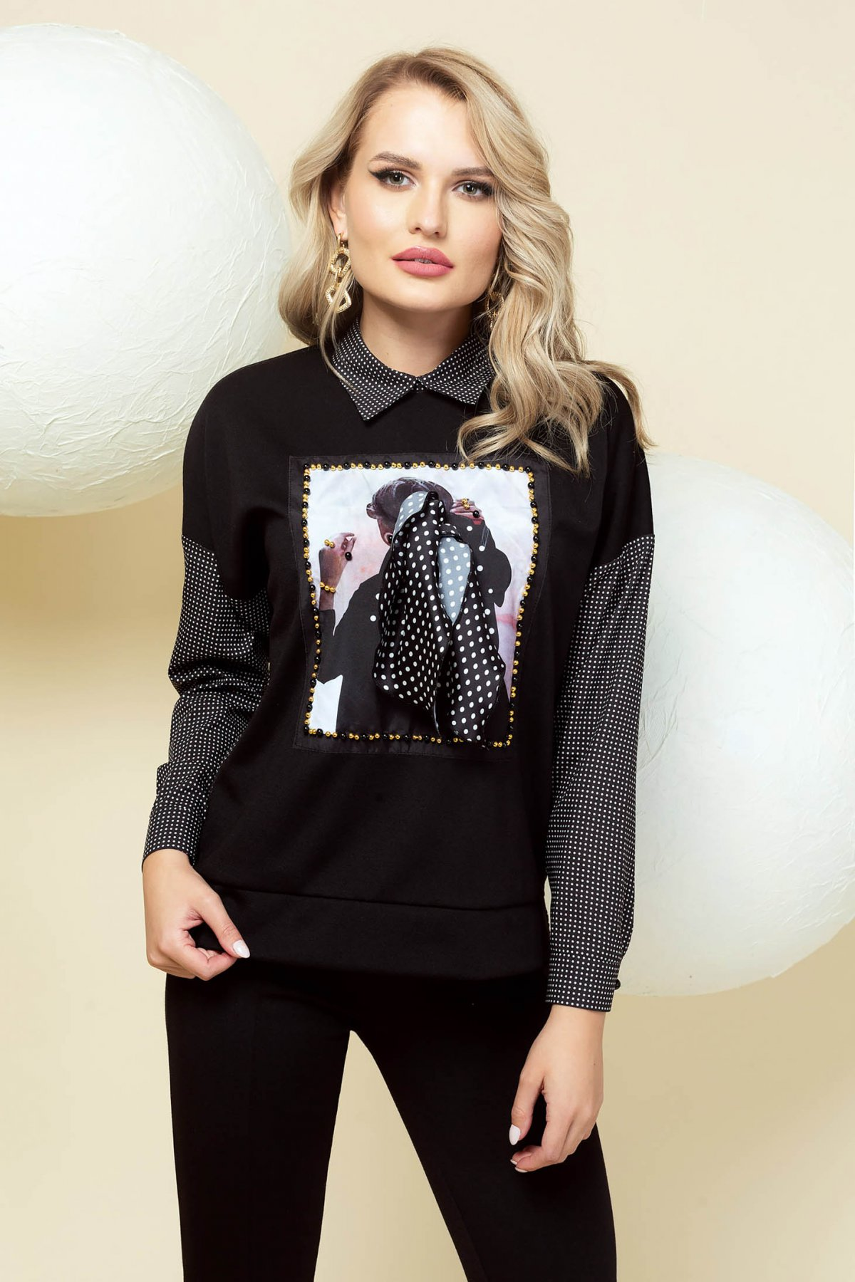 Bluza dama PrettyGirl neagra office cu guler cu imprimeu accesorizata cu nasturi si cu maneci in carouri imagine