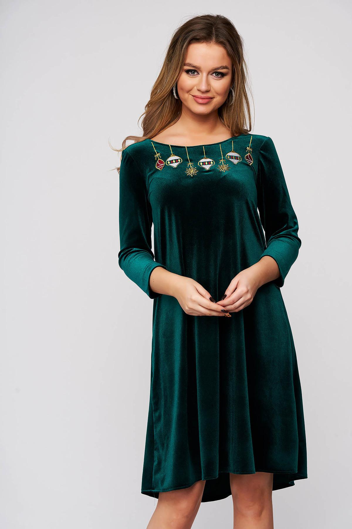 Rochie StarShinerS verde de ocazie din catifea cu croi larg decolteu in v la spate broderie in fata captusita pe interior