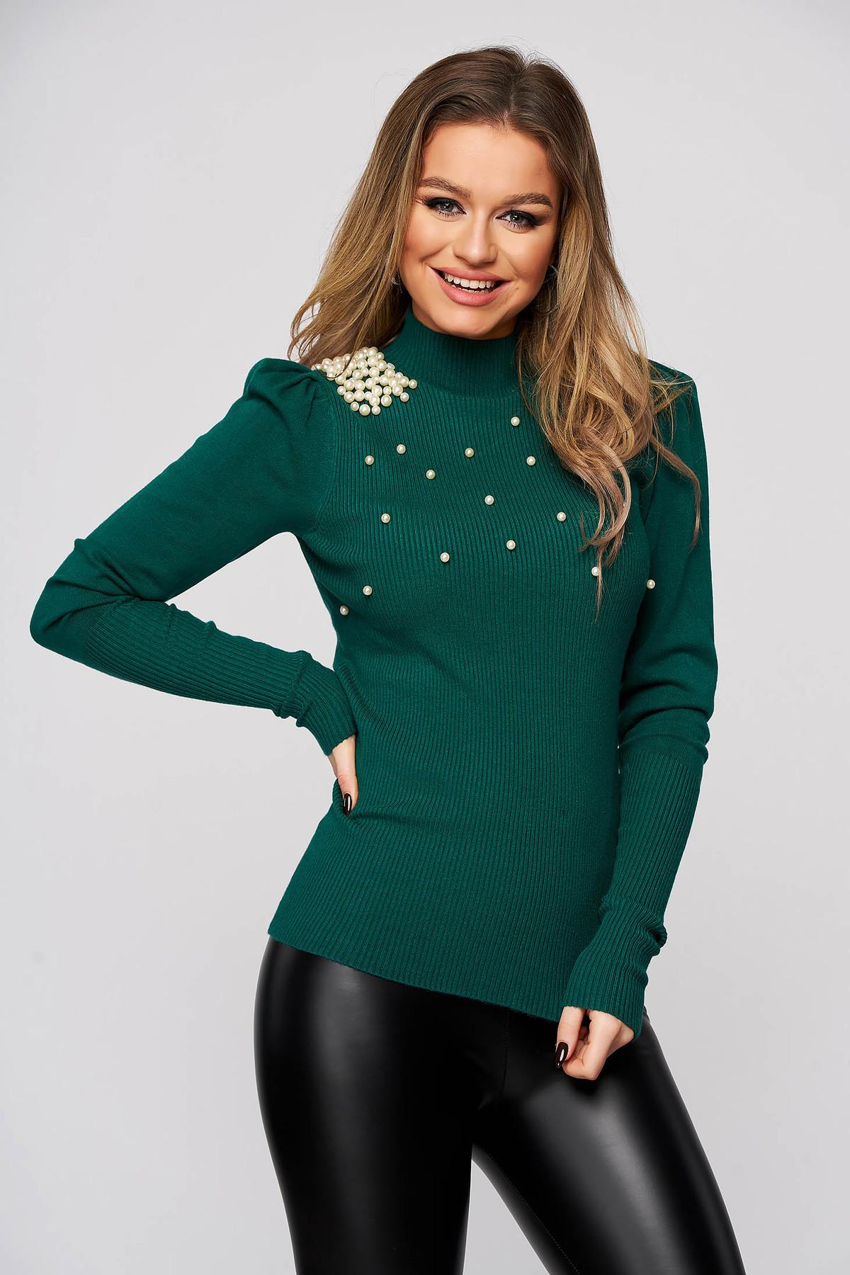 Pulover verde din material elastic si fin reiat pe gat mulat cu aplicatii cu perle