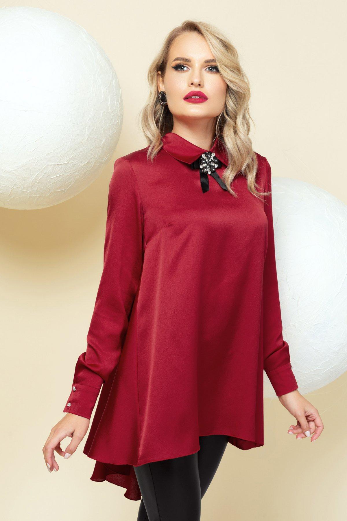 Bluza dama PrettyGirl rosie din satin de ocazie asimetrica accesorizata cu brosa cu croi larg