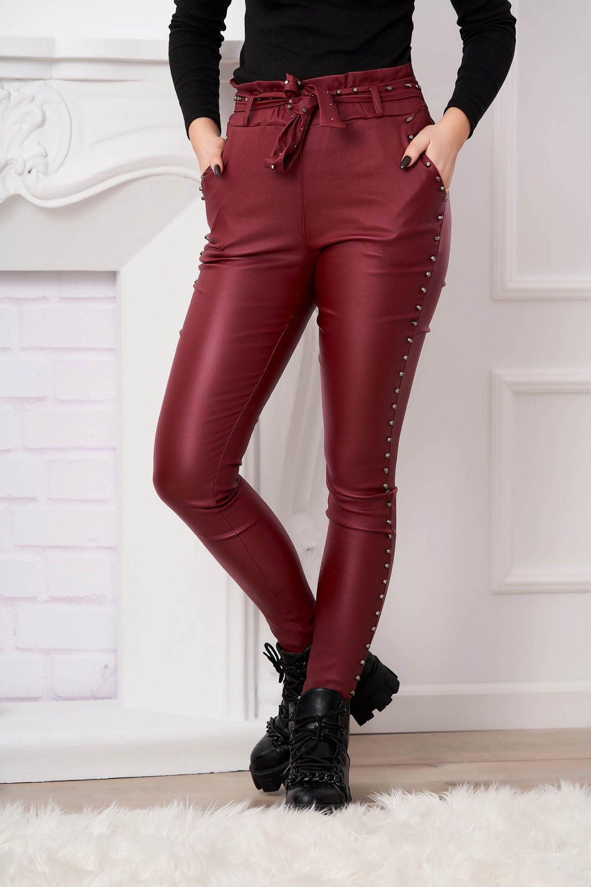 Pantaloni SunShine visinii din piele ecologica cu un croi mulat cu tinte metalice cu talie inalta