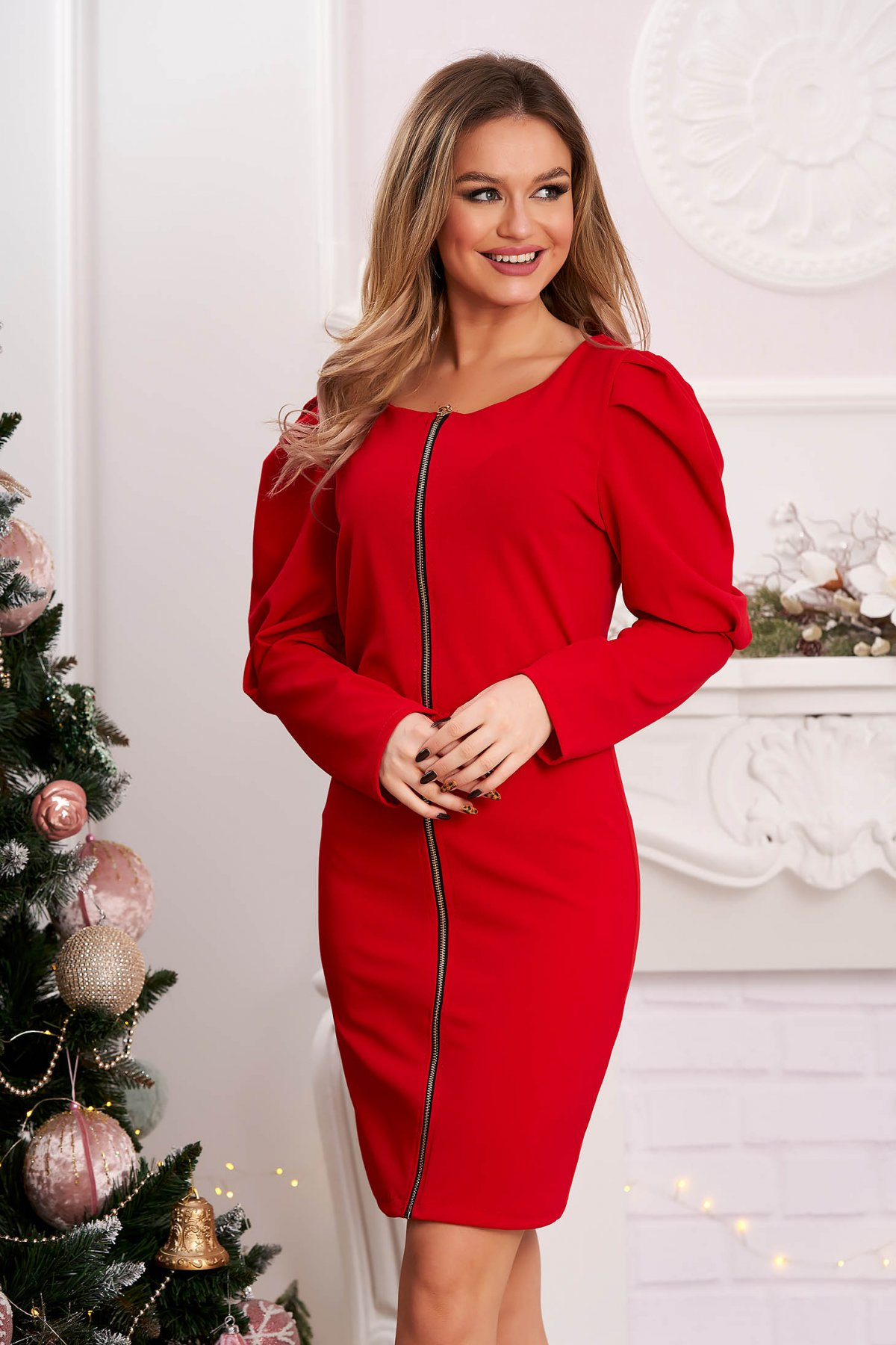 Rochie rosie scurta din material usor elastic cu croi larg si umeri cu volum
