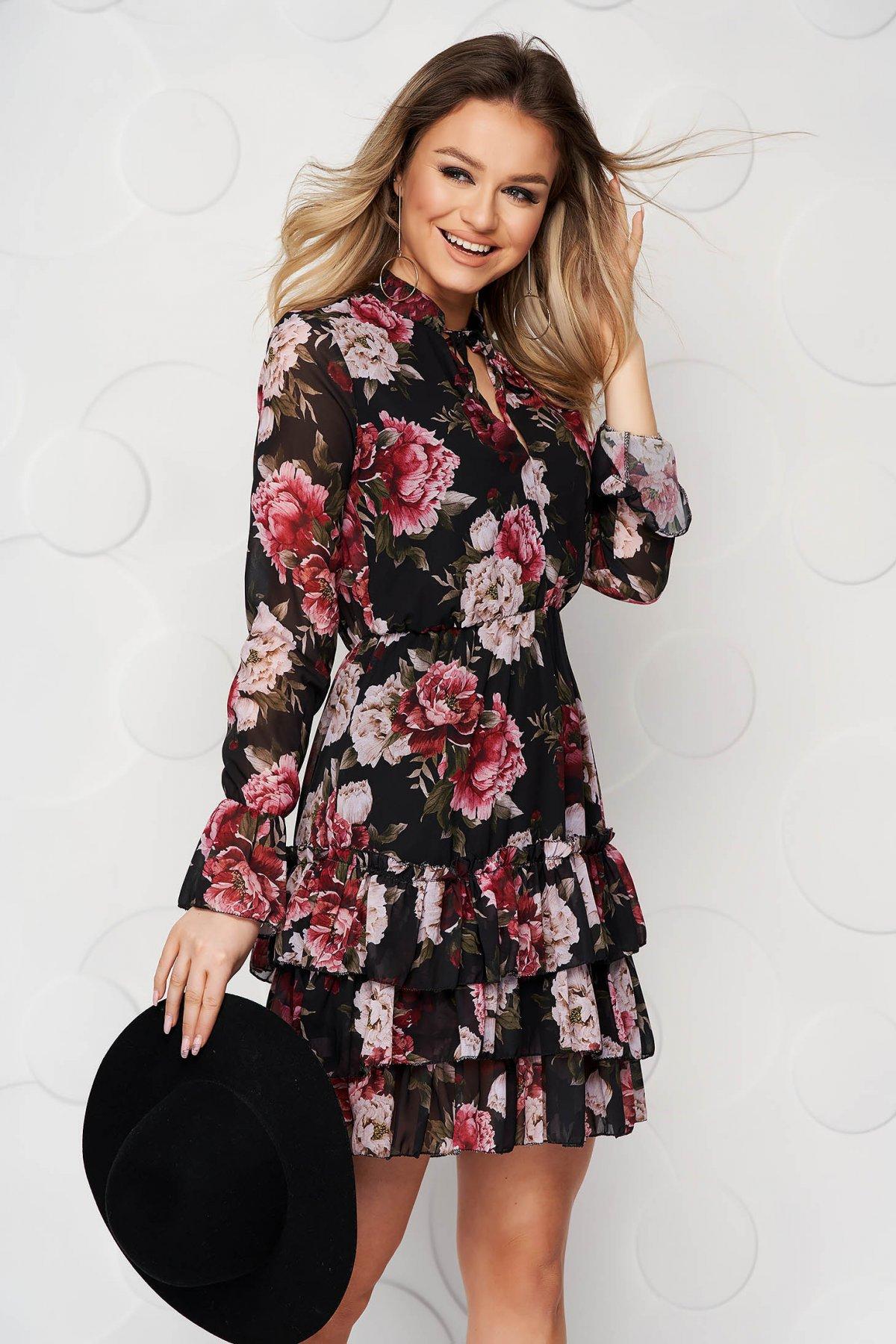 Rochie Sunshine Cu Imprimeu Floral Din Voal In Clos Cu Elastic In Talie Captusita Pe Interior