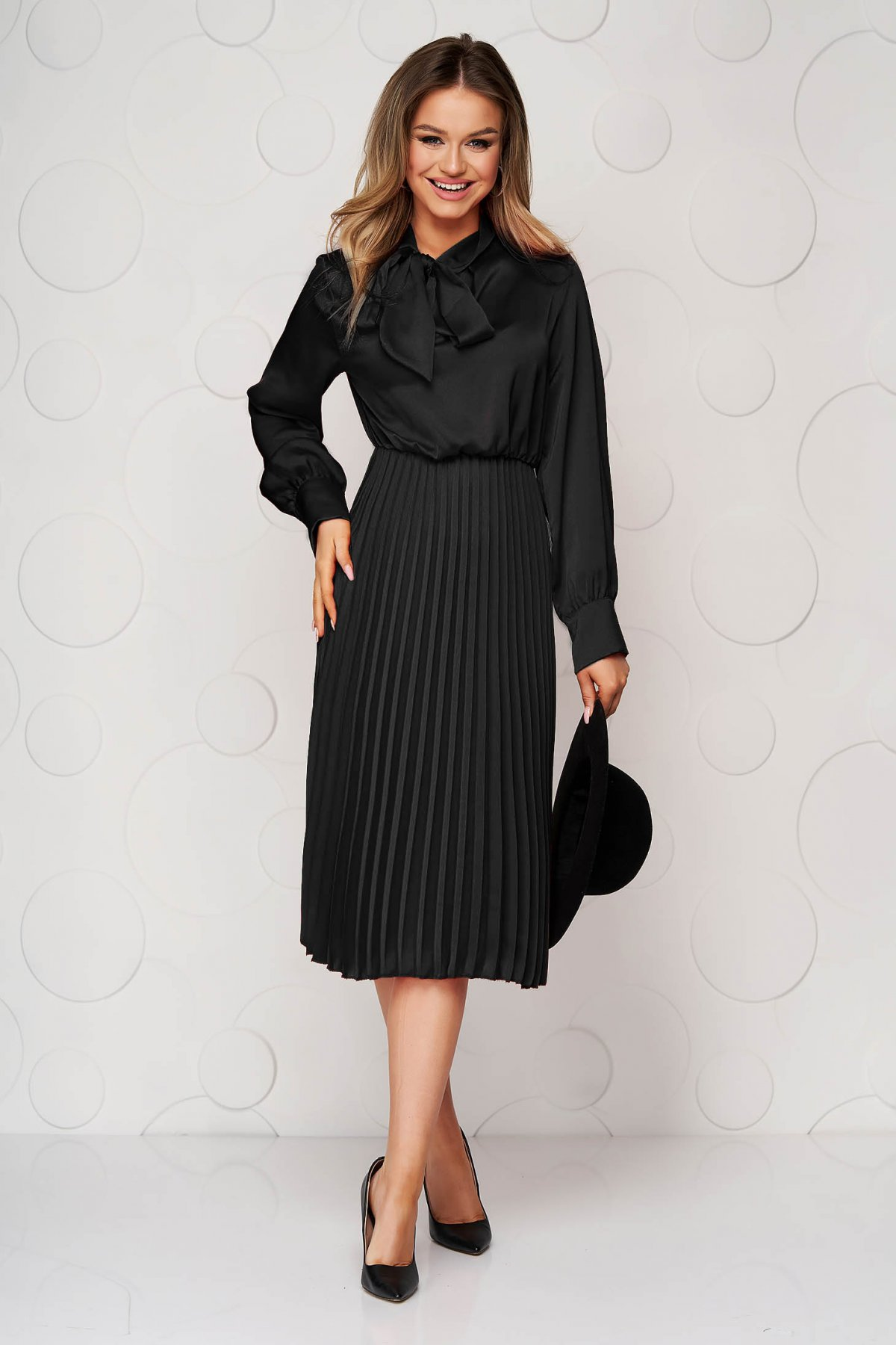 Rochie SunShine neagra office plisata din satin in clos cu elastic in talie