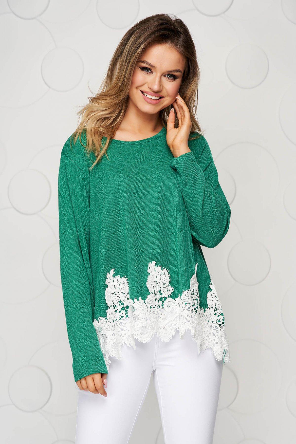 Bluza dama verde tricotata cu croi larg si aplicatii de dantela