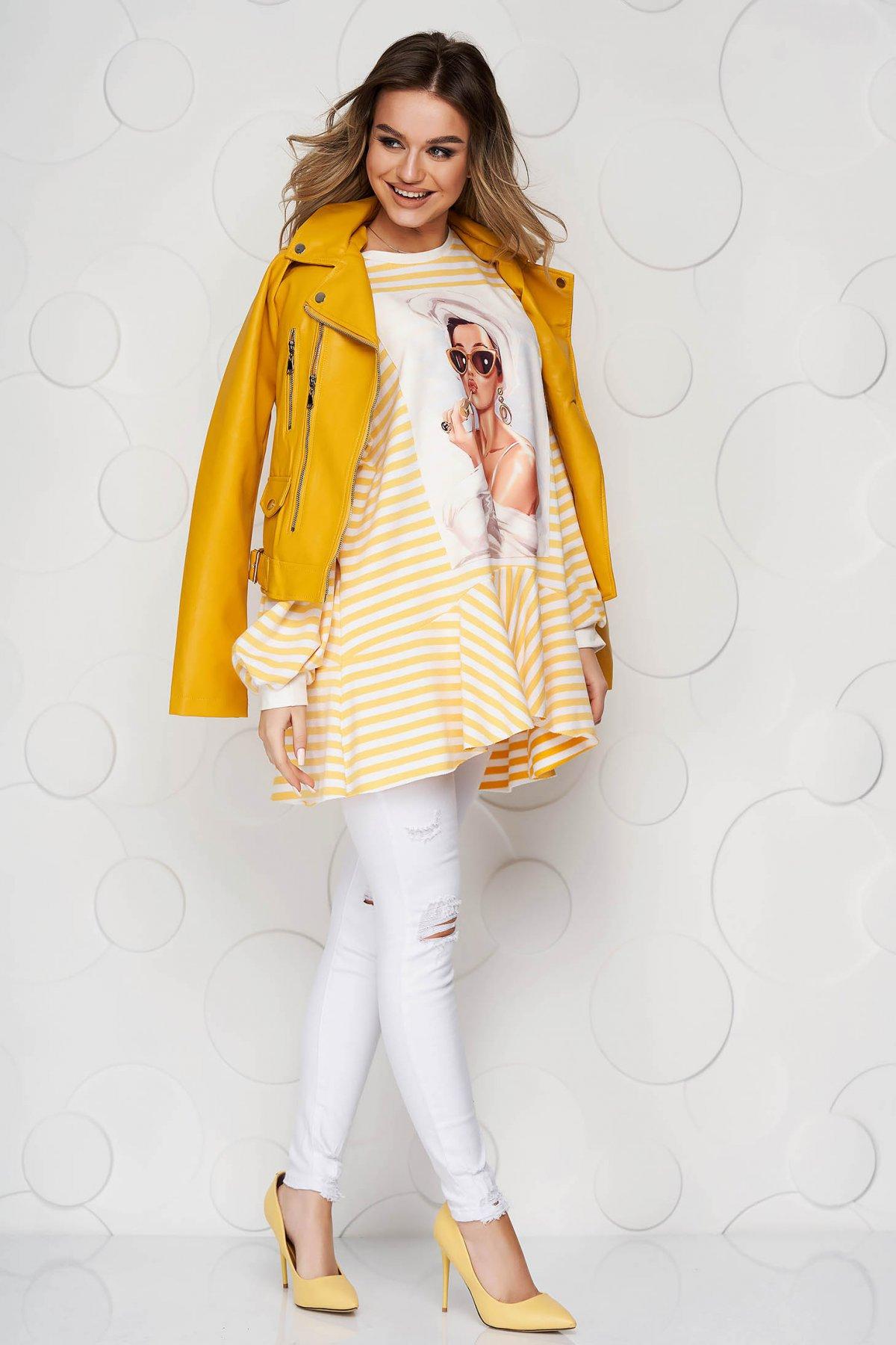 Bluza dama SunShine galbena din material elastic cu croi larg cu dungi si volanase