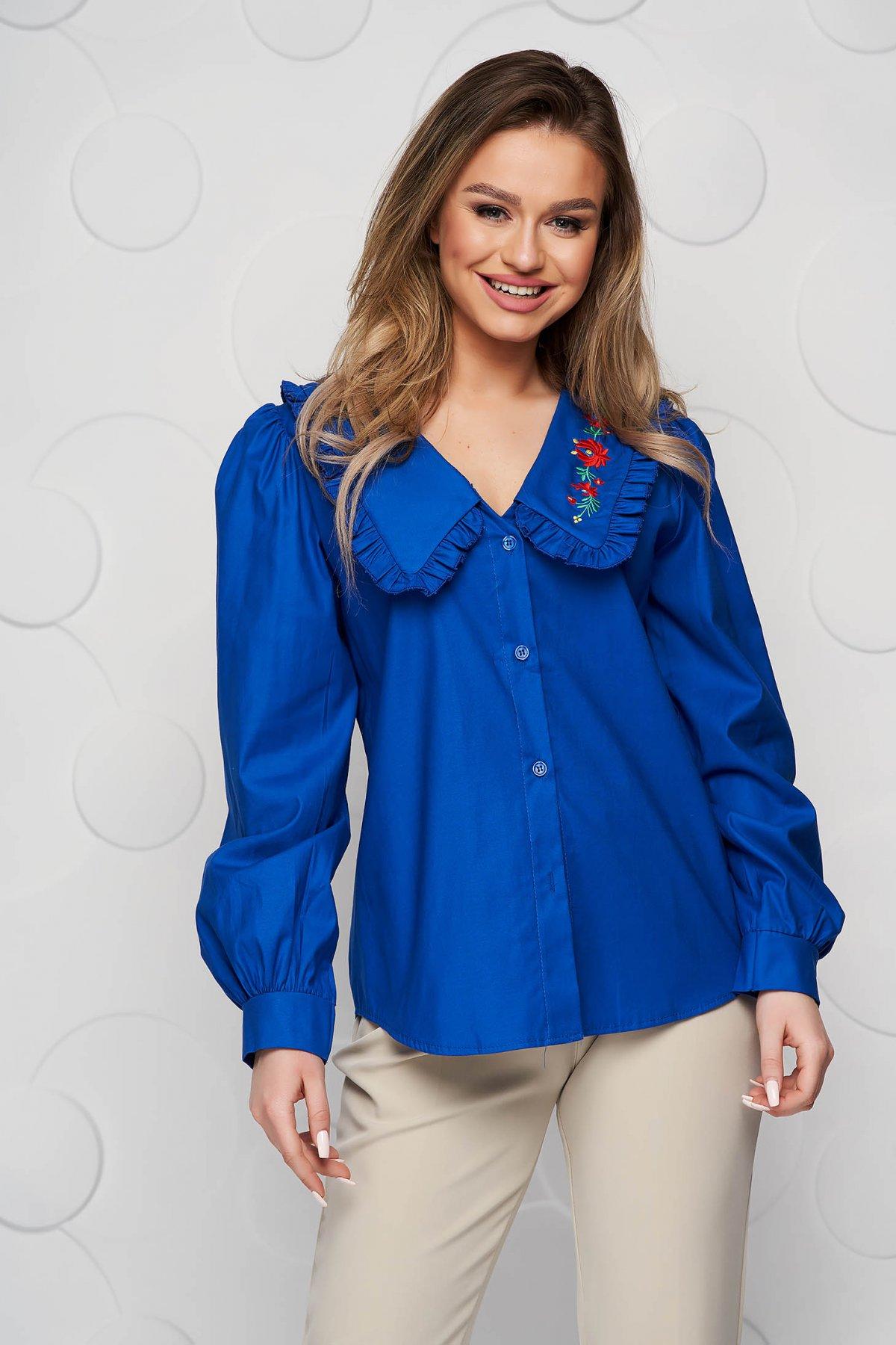 Camasa dama SunShine albastra brodata din bumbac cu croi larg si guler cu volanase