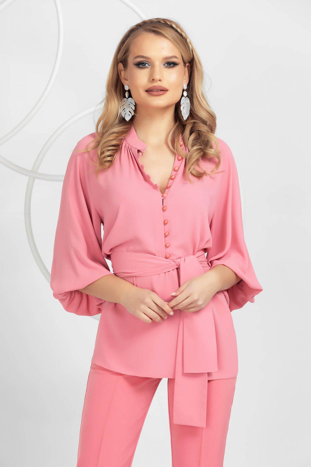 Bluza dama PrettyGirl roz din voal cu maneci bufante accesorizata cu cordon si nasturi