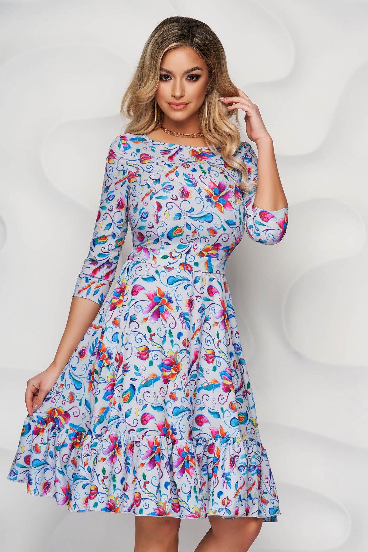 Rochie StarShinerS cu imprimeu floral in clos din material subtire cu volanase la baza rochiei - medelin.ro